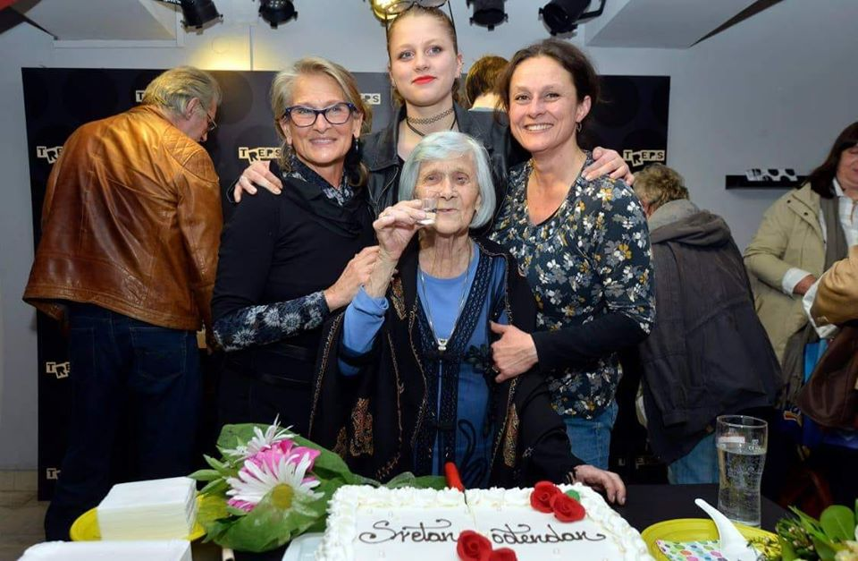 Četiri generacije - mama i kći Nada, unuka Barbara i praunuka Vilka.