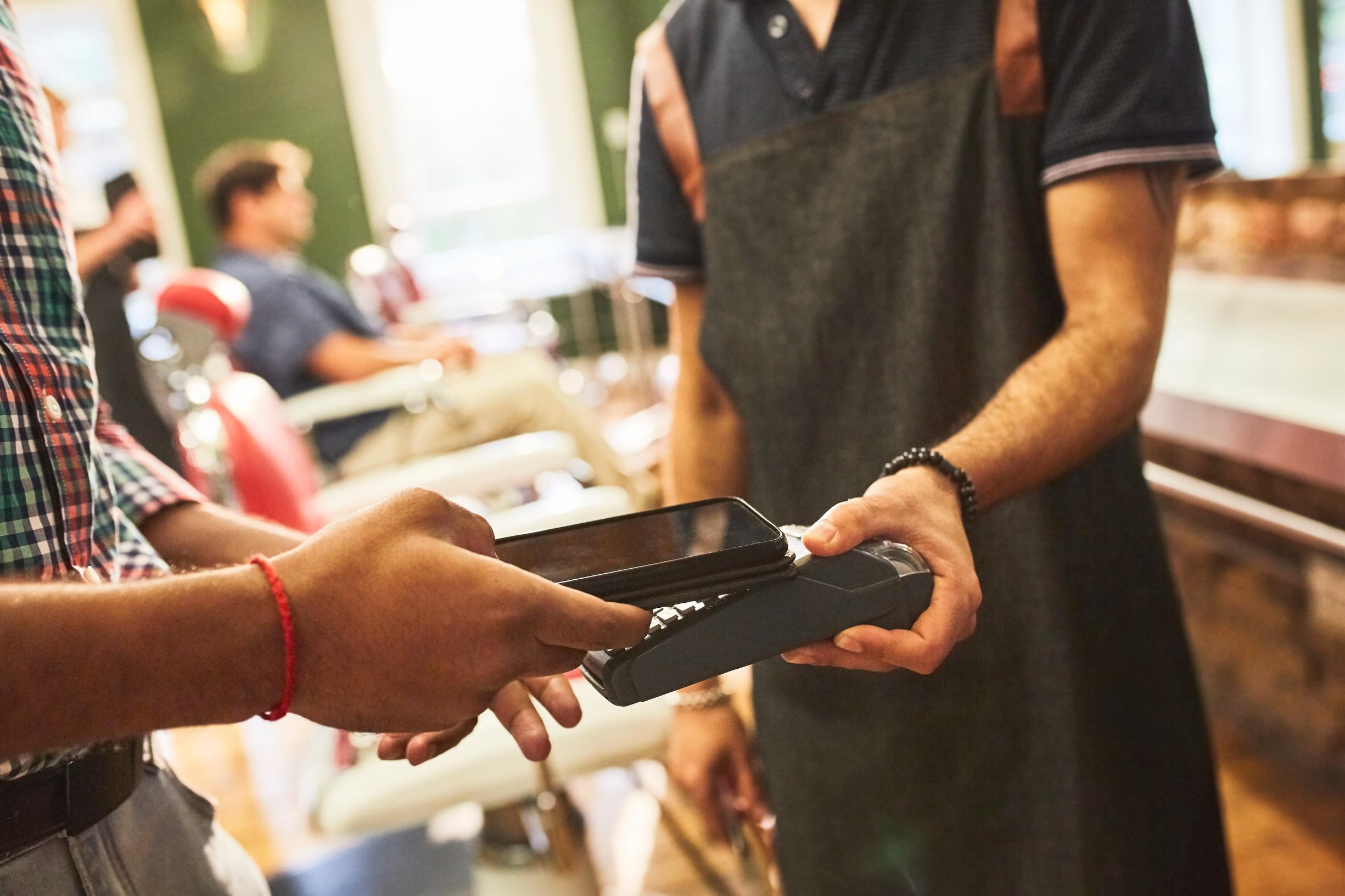 Plaćanje pametnim telefonom, ilustracija