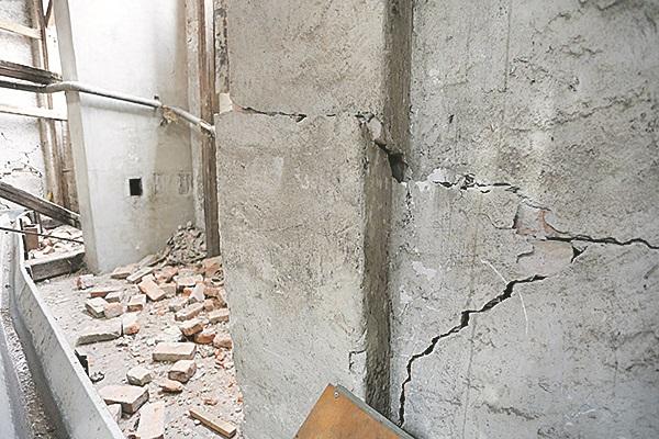 Zagreb, 240320. Stanje skola i vrtica nakon potresa.  Na fotografiji: Hotelijersko turisticka skola u Frankopanskoj ulici.  Foto: Marko Todorov / CROPIX
