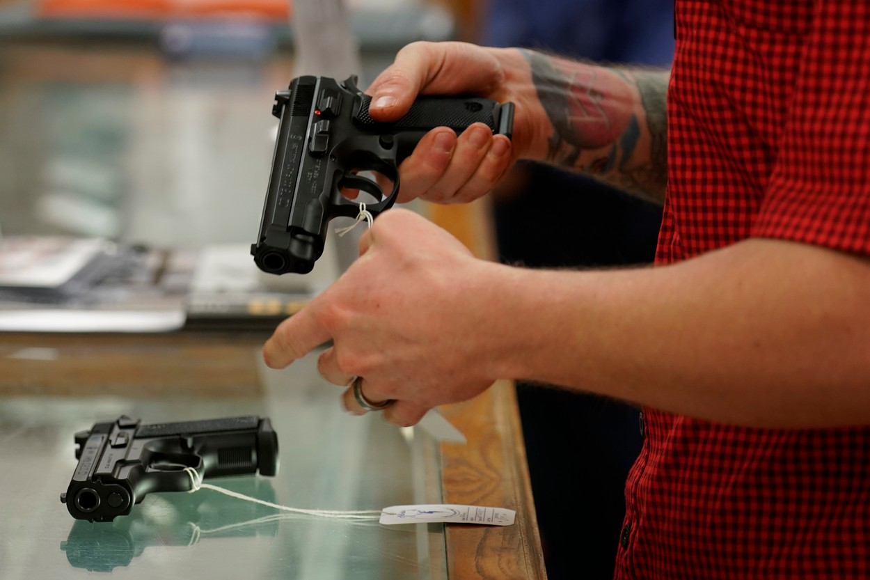 Mar 18, 2020; Austin, Texas, USA; Mitch Crawford checks out a handgun at McBride's Sporting Goods., Image: 507582239, License: Rights-managed, Restrictions: *** World Rights ***, Model Release: no, Credit line: USA TODAY Network / ddp USA / Profimedia