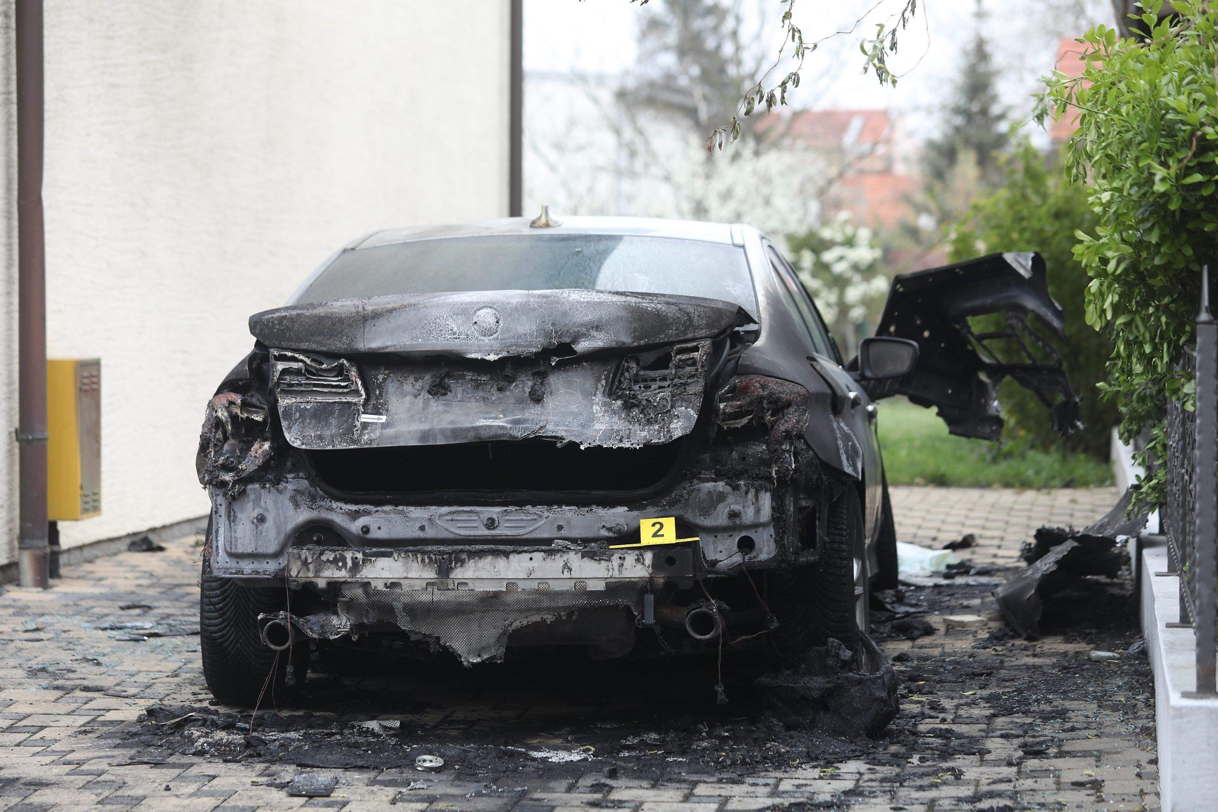 Zapaljeni BMW 5