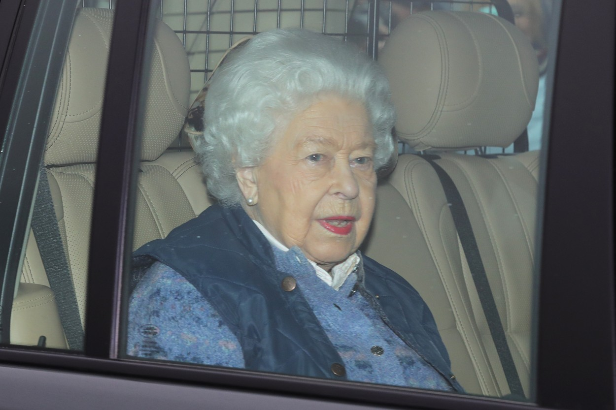 Queen Elizabeth II leaves Buckingham Palace, London, for Windsor Castle to socially distance herself amid the coronavirus pandemic., Image: 507751900, License: Rights-managed, Restrictions: , Model Release: no, Credit line: Aaron Chown / PA Images / Profimedia