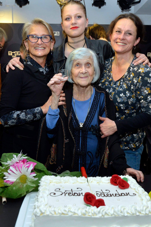 Obitelj Rocco, četiri generacije zajedno (u sredini Nada Klašterka)