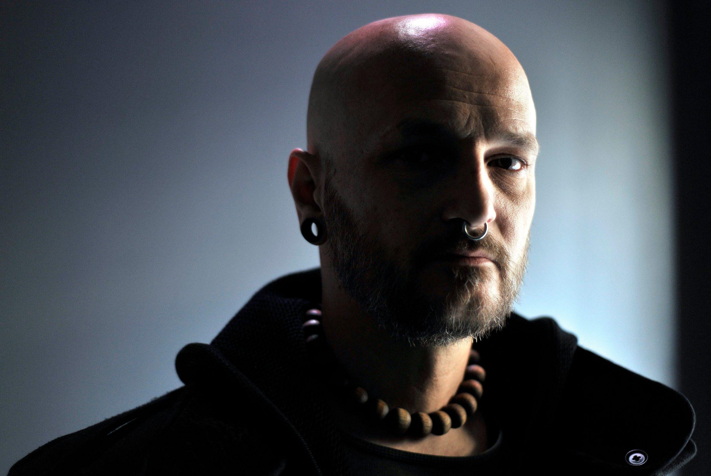 Zagreb, 121214. Damir Urban, hrvatski pjevac i tekstopisac. Foto: Bruno Konjevic / CROPIX