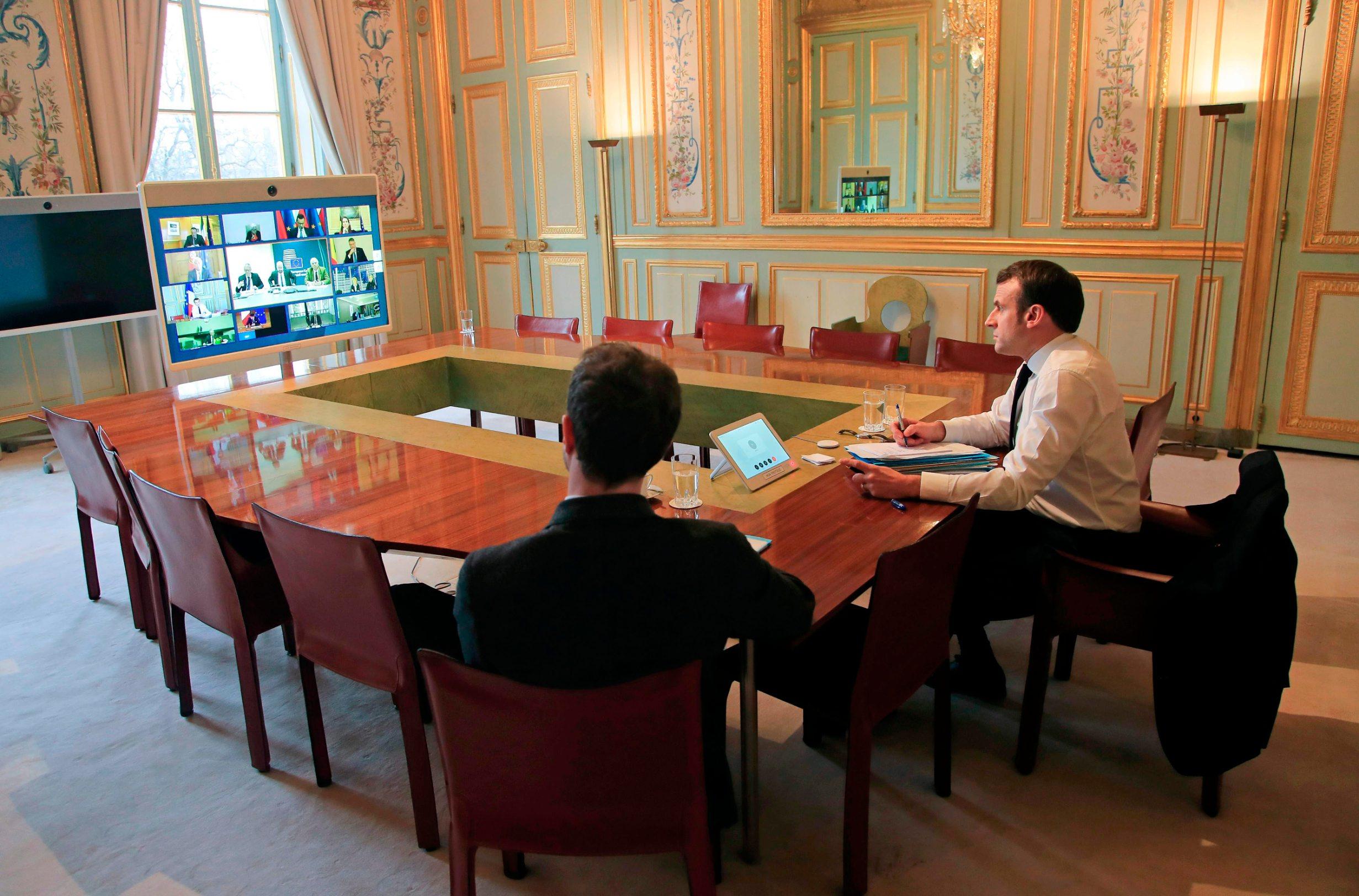 Francuski premijer Emmanuel Macron na video konferenciji s europskim kolegama