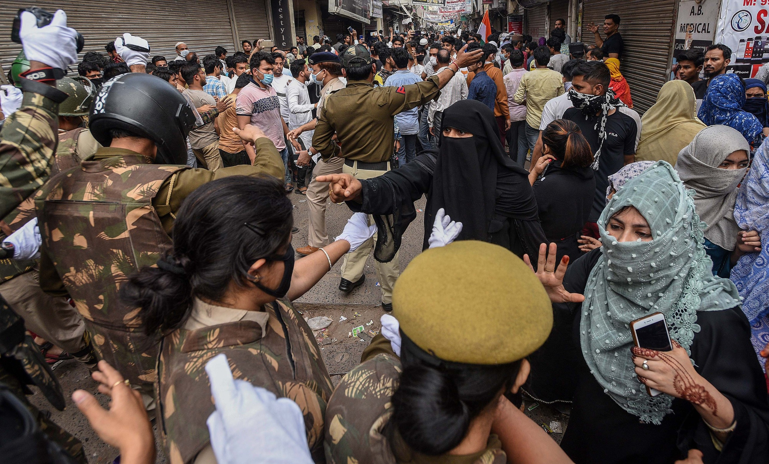 NEW DELHI, INDIA - MARCH 24: Police personnel attempt to disperse residents who had assembled during the clearing of the site of an indefinite sit-in, at Shaheen Bagh on March 24, 2020 in New Delhi, India. The police cleared the anti CAA, NRC and NPR protest site amid a prevailing lockdown in the national capital in the wake of coronavirus., Image: 509207086, License: Rights-managed, Restrictions: *** World Rights ***, Model Release: no, Credit line: Hindustan Times / ddp USA / Profimedia
