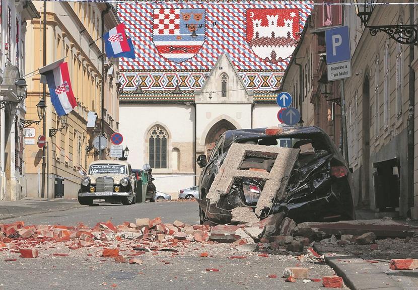 Zagreb, 220320. Trg svetog Marka. U tijeku je sanacija stete koja je nastala zbog snaznih potresa koji su jutros pogodili Zagreb. Foto: Damjan Tadic / CROPIX