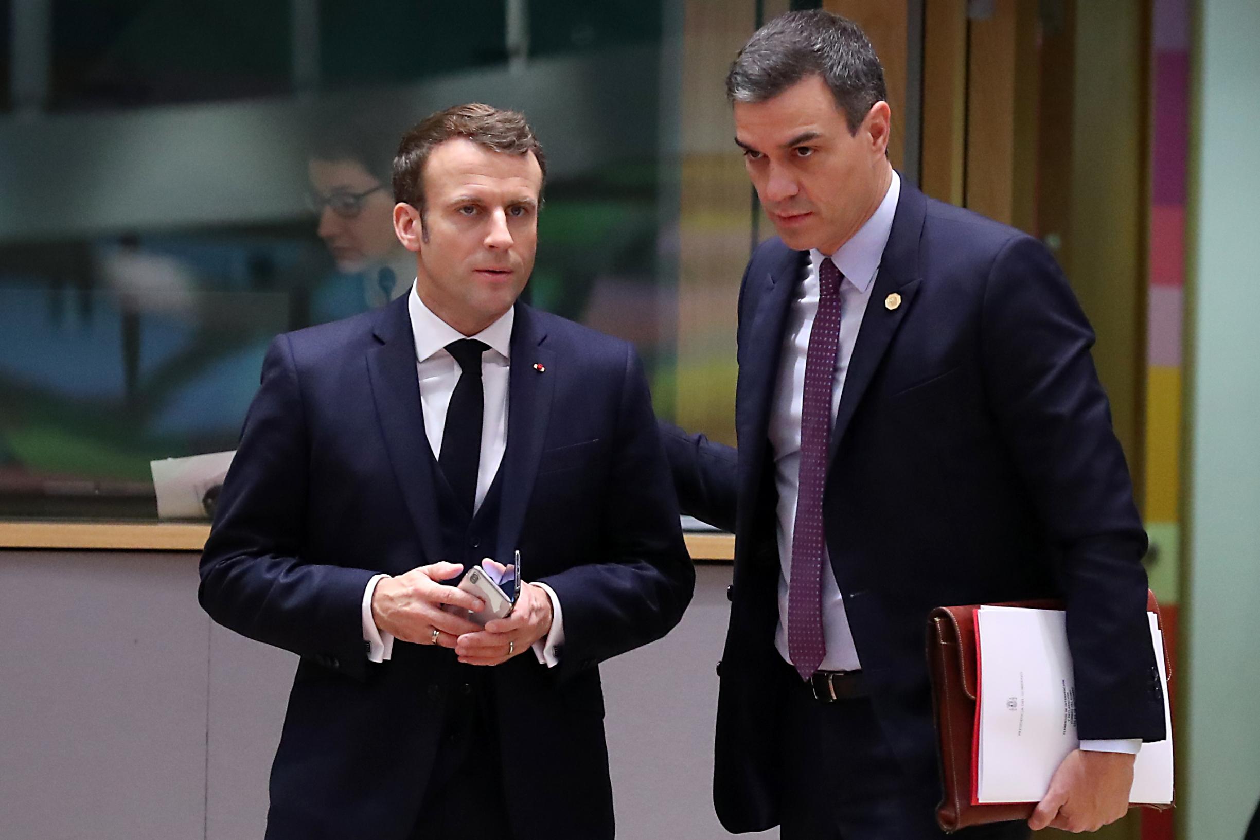 Francuski predsjednik Emmanuel Macron (lijevo) i španjolski premijer Pedro Sanchez