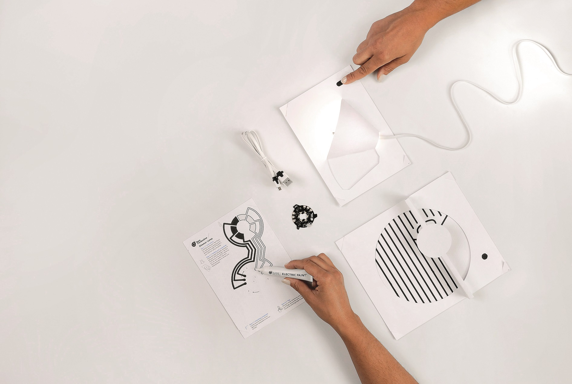 Bare-Conductive-Electric-Paint-Lamp-Kit-lampa-1