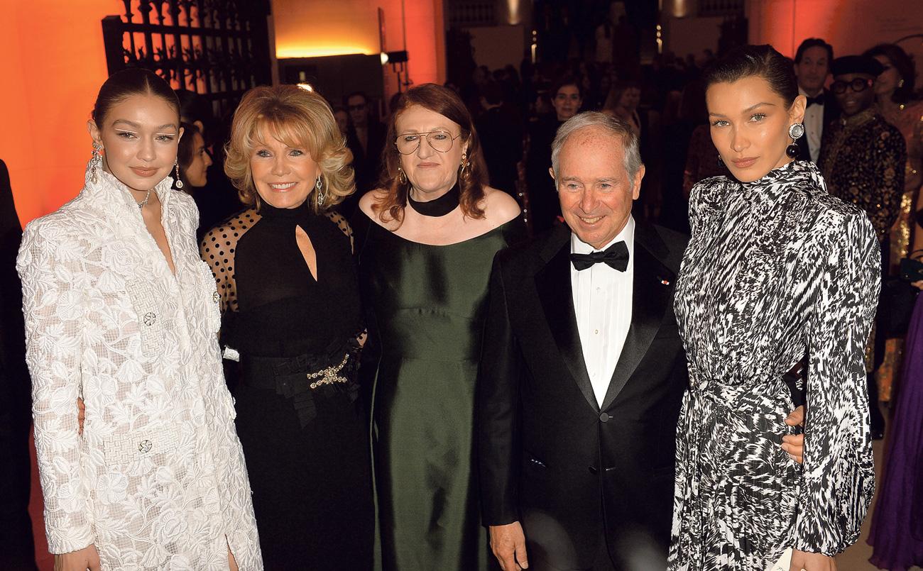 Pretvarao se da je supruga milijardera Stephena Schwarzmana Christine (druga slijeva); Wendi Murdoch, bivša supruga Ruperta Murdocha (sasvim desno)