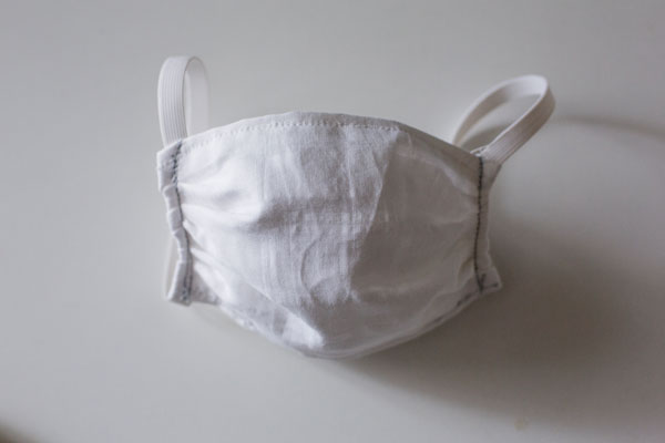 Zagreb, 230320. Maske u izvedbi fotografkinje Berislave Picek, sasivene od  ostataka tkanina. Foto: Berislava Picek / CROPIX