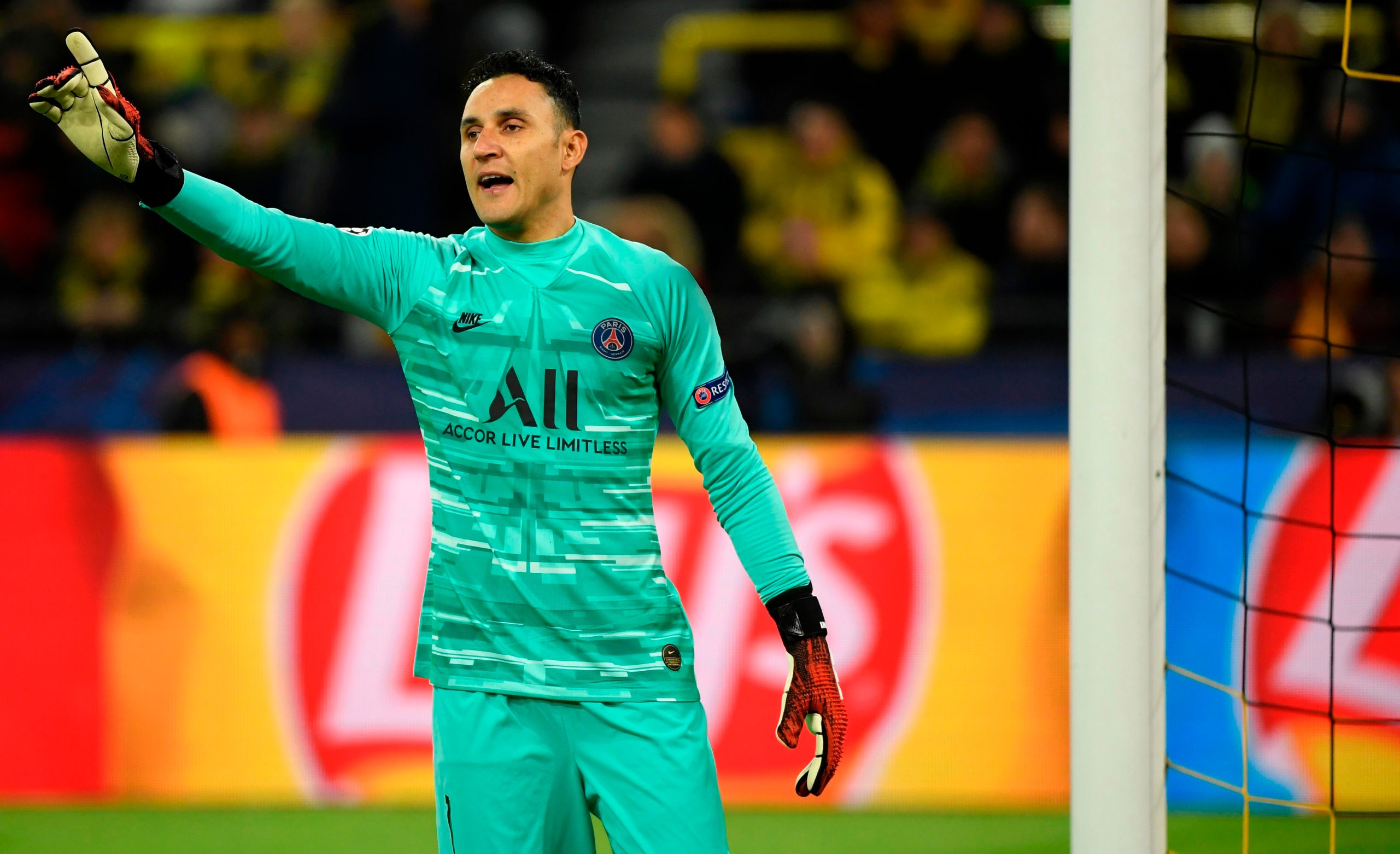Paris Saint-Germain's Costa Rican goalkeeper Keylor Navas gestures during the UEFA Champions League Last 16, first-leg football match BVB Borussia Dortmund v Paris Saint-Germain (PSG) in Dortmund, western Germany, on February 18, 2020. (Photo by Ina Fassbender / AFP)