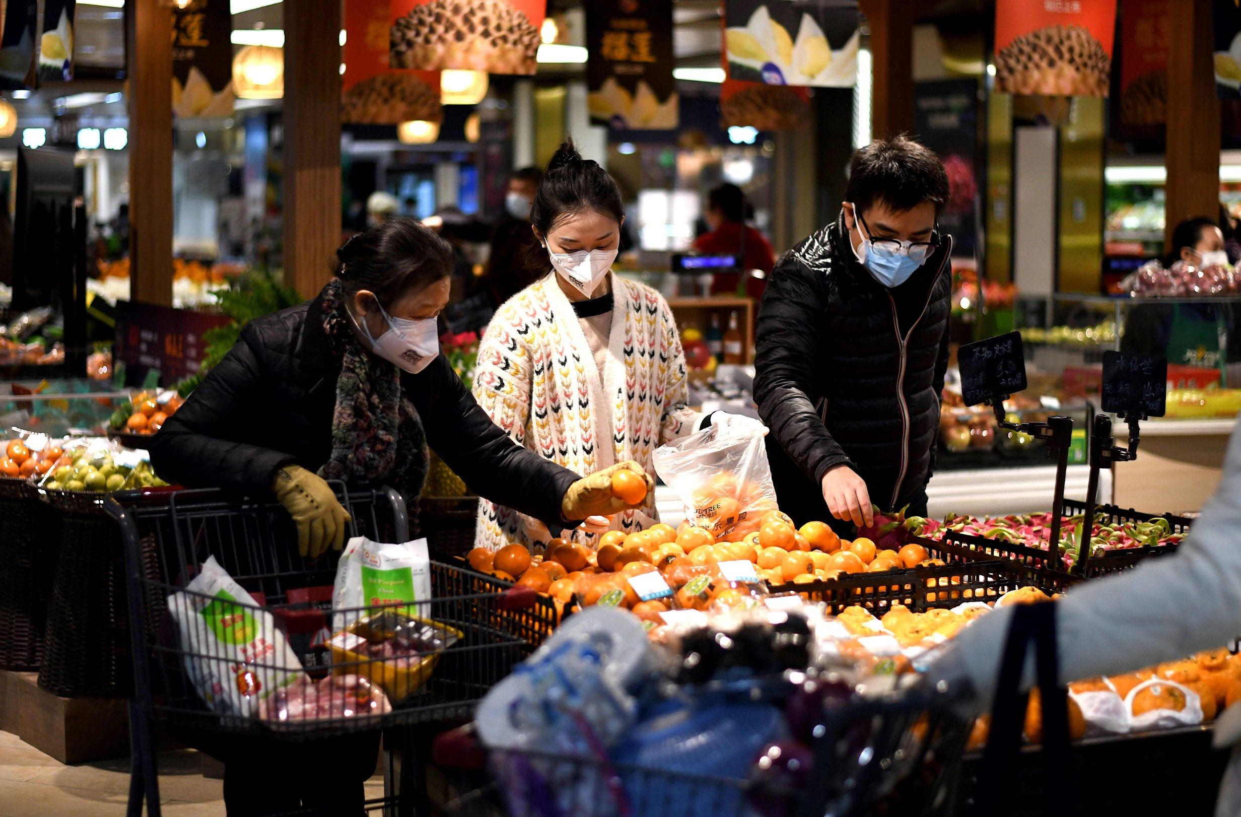 Prizor iz samoposluge u Wuhanu snimljen 30. ožujka, pet dana nakon objave da se stanovnici provincije Hubei koji nisu pozitivni na koronavirus mogu slobodno kretati
