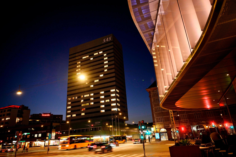 Na pročelju hotela SAS Royal u Kopenhagenu projicirali su poruku ljubavi u vrijeme koronavirusa