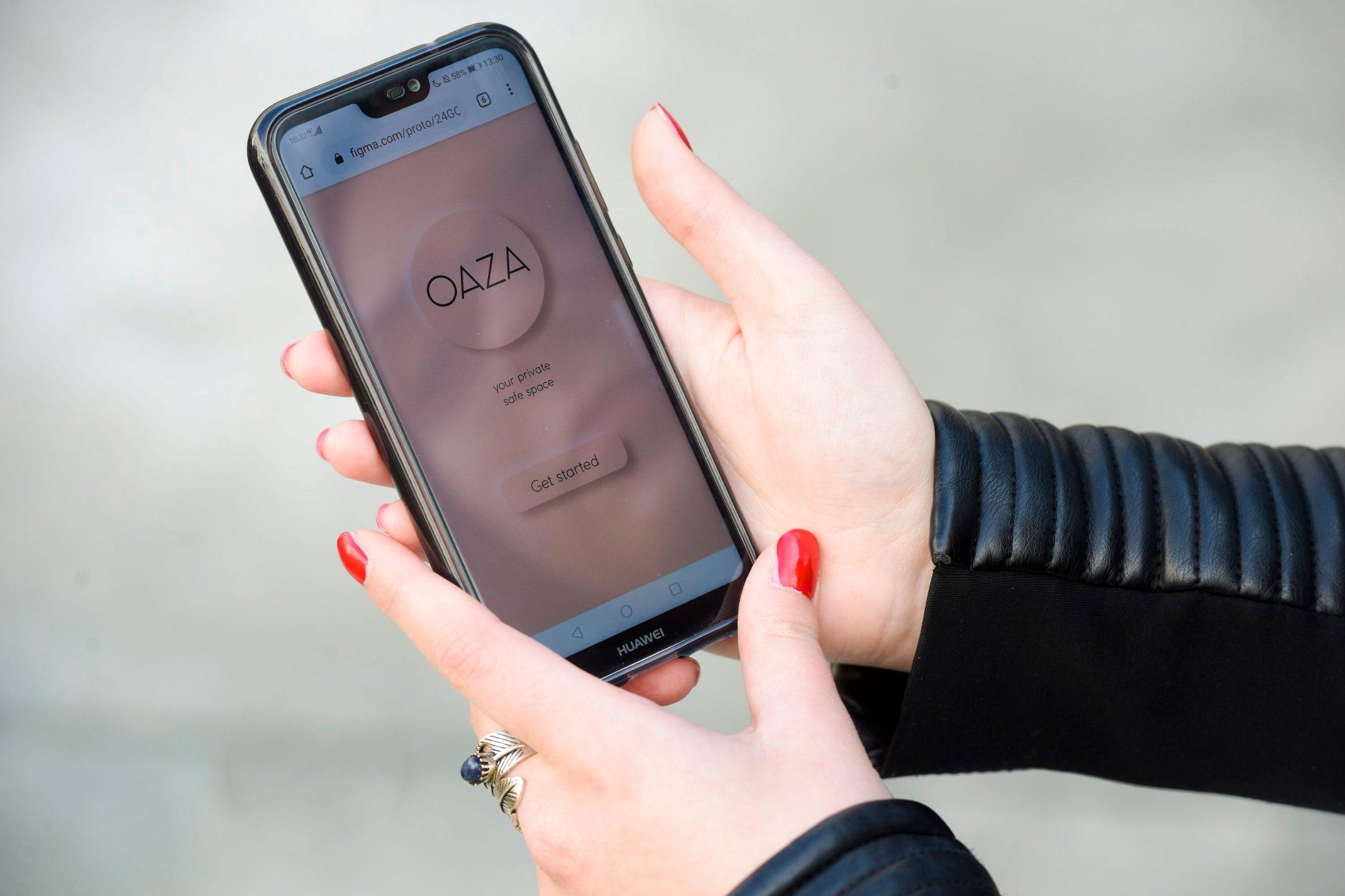 Zagreb, 030320. Gradiscanska 30. Karla Curin, studentica grafickog dizajna koja je osmislila aplikaciju OAZA za pomoc osobama s psihickim problemima. Foto: Darko Tomas / CROPIX