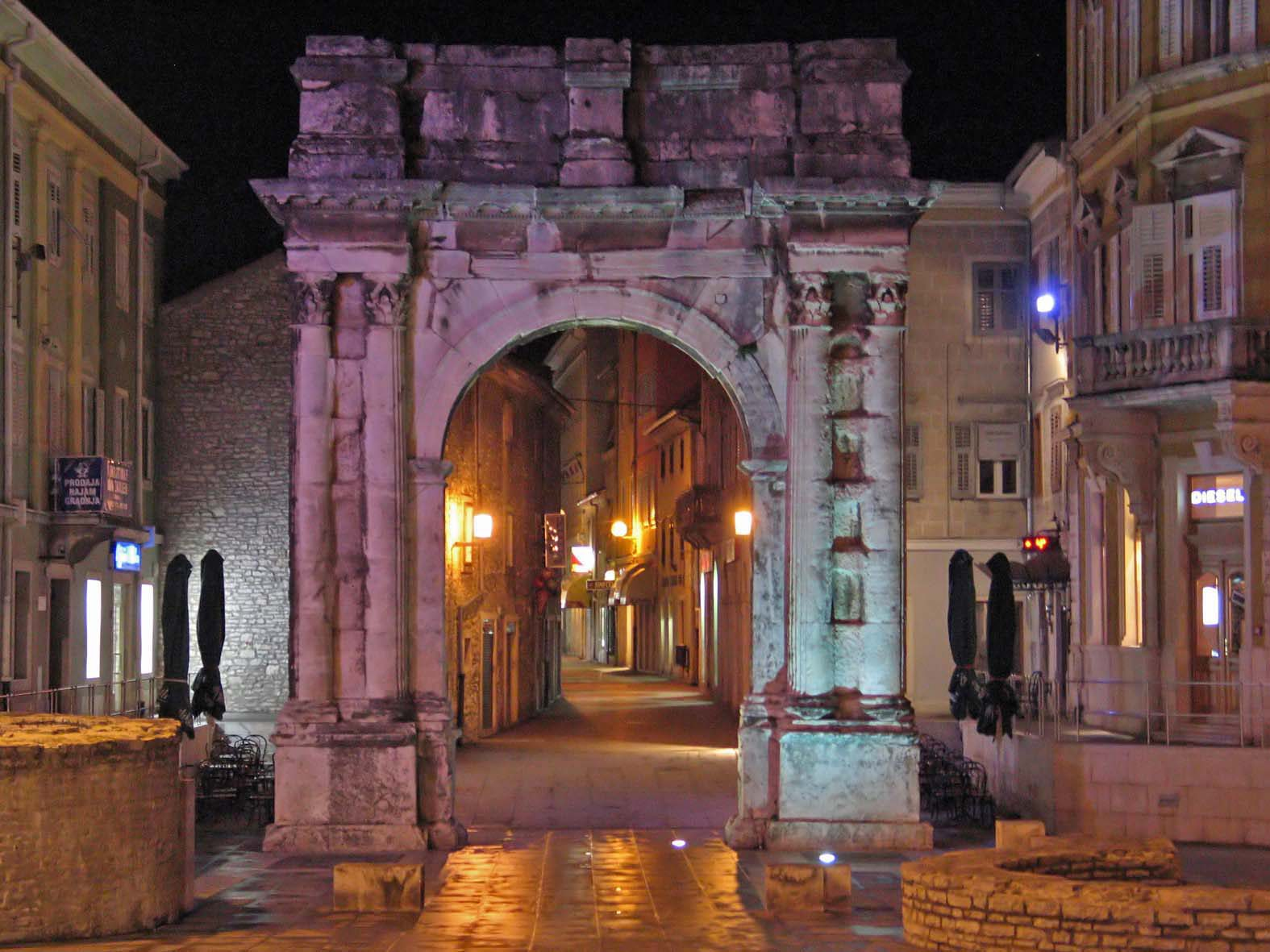 Slavoluk Sergijevaca (Zlatna vrata) u Puli