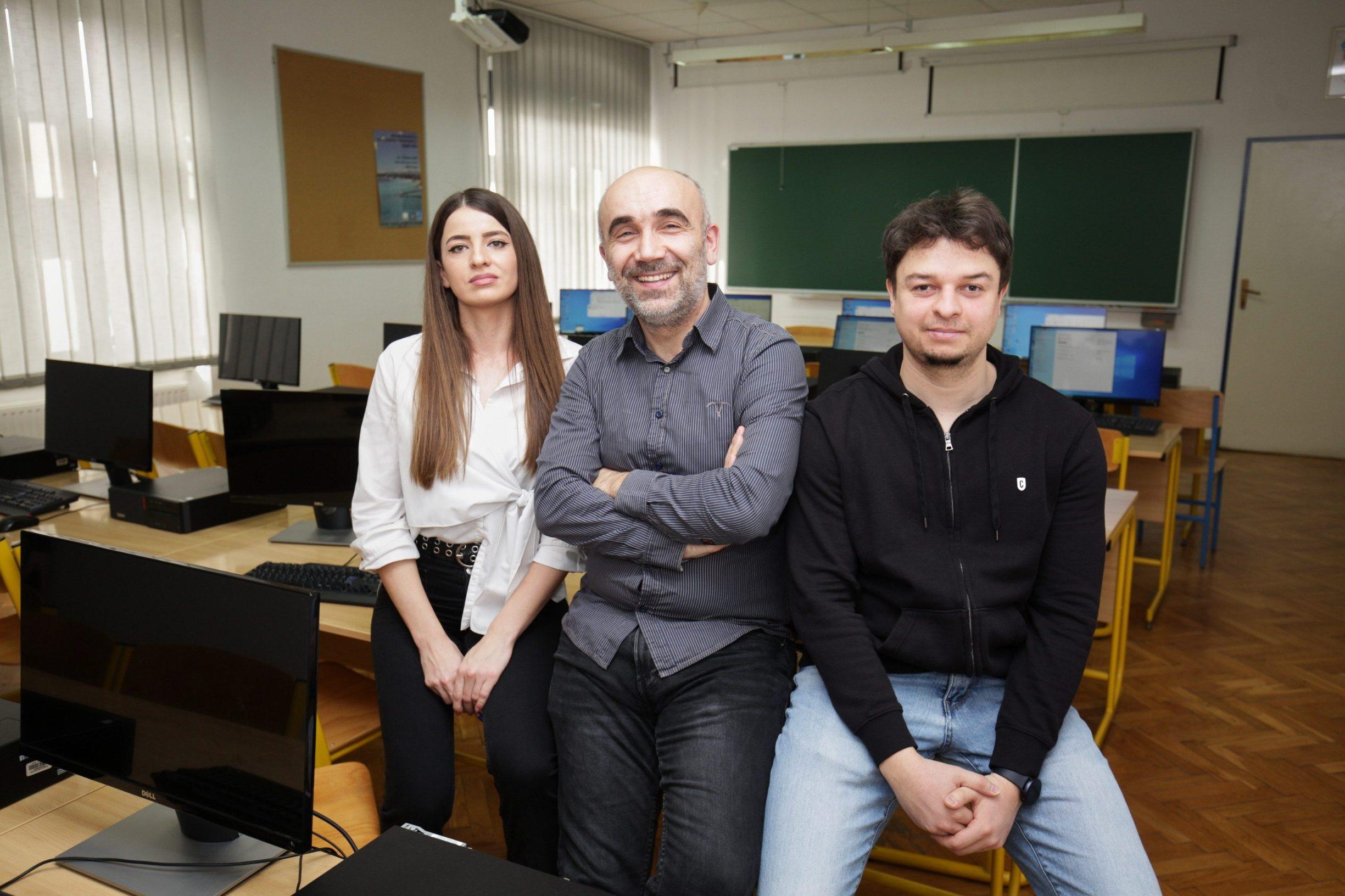 Jasenka Pejaković iz IT tvrtke Mono, prof. Domagoj Matijević, voditelj studijskog programa Matematika i računarstvo, i Ivan Jurlina iz Osijek Software City