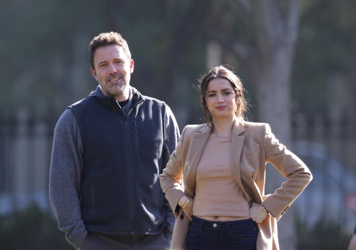 new orleans, LA  - *EXCLUSIVE*  - Ben Affleck and stunning Cuban actress, Ana De Armas are seen together on the set of the erotic thriller