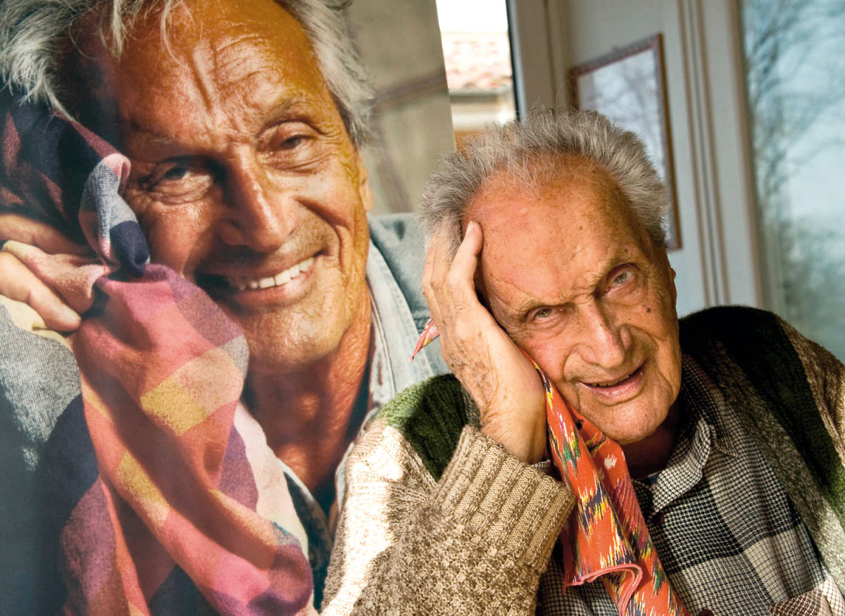 Ottavija Missonija Gropuzzo fotografira kao 90-godišnjaka u istom položaju kao 20 godina ranije
