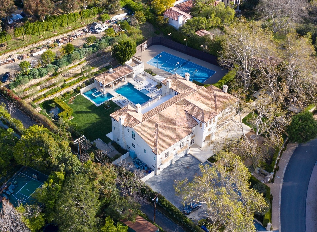 "Malibu, CA  - *EXCLUSIVE* This is the house that Prince Harry and Meghan Markle are said to have considered for their Los Angeles base. The five-bed USmillion or US,000-a-month Italian Renaissance-style property, complete with tennis court and swimming pool, is in a gated Malibu community and neighbours include Mel Gibson and legendary Mary Poppins star, Dick Van Dyke. Caitlyn Jenner, a Malibu local, revealed the Duke and Duchess have been looking in the world-famous beach city west of Los Angeles for a base, telling UK television show Loose Women that she believed Meghan had simply ""had enough"" of her royal role. Caitlyn said: ""It was a big shock to her, she's probably had enough. Good for them, we'll see how it goes. I heard they were looking for a house in Malibu. It must have been tough. Everyone deserves to be happy."" The royals are believed to have used a representative to approach a local realtor to inquire about the property. The house appears well placed for Meghan. A Whole Foods store, one of her favourite places to buy groceries, is based just at the entrance to the estate. Meghan has been spotted shopping at a Whole Foods store in Vancouver Island, Canada, where she and Harry have been based since announcing their departure from the royal family.  BACKGRID USA 20 FEBRUARY 2020, Image: 499913330, License: Rights-managed, Restrictions: , Model Release: no, Credit line: BACKGRID / Backgrid USA / Profimedia"