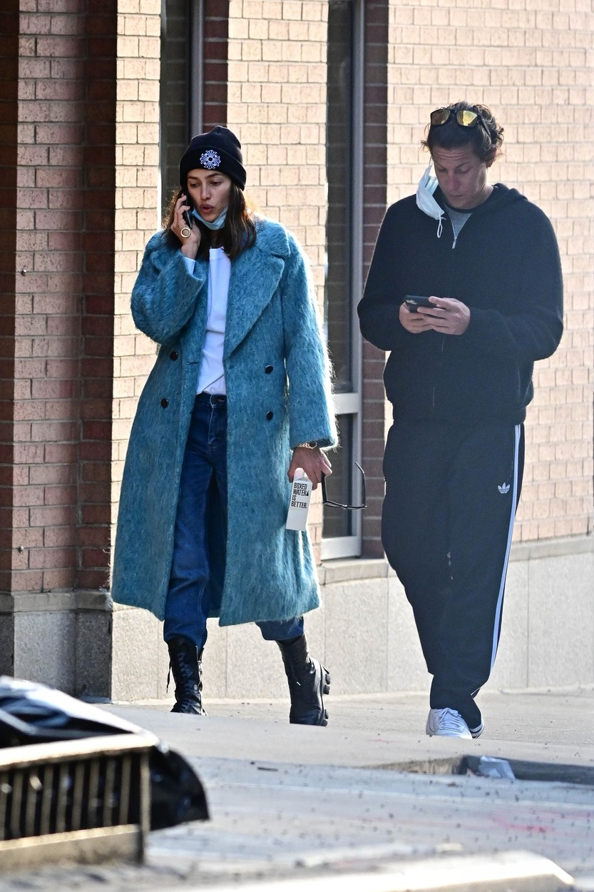 03/27/2020 PREMIUM EXCLUSIVE: Irina Shayk is spotted out for the first time with Vito Schnabel, sparking dating rumors. The duo kept close during the Coronavirus quarantine in New York City. The Russian supermodel and the art dealer took a walk together before heading back to Vito's apartment. Shayk split from Bradley Cooper in 2019, while Schnabel was last linked to Amber Heard, also in 2019., Image: 510969440, License: Rights-managed, Restrictions: Exclusive NO usage without agreed price and terms. Please contact sales@theimagedirect.com, Model Release: no, Credit line: TheImageDirect.com / The Image Direct / Profimedia