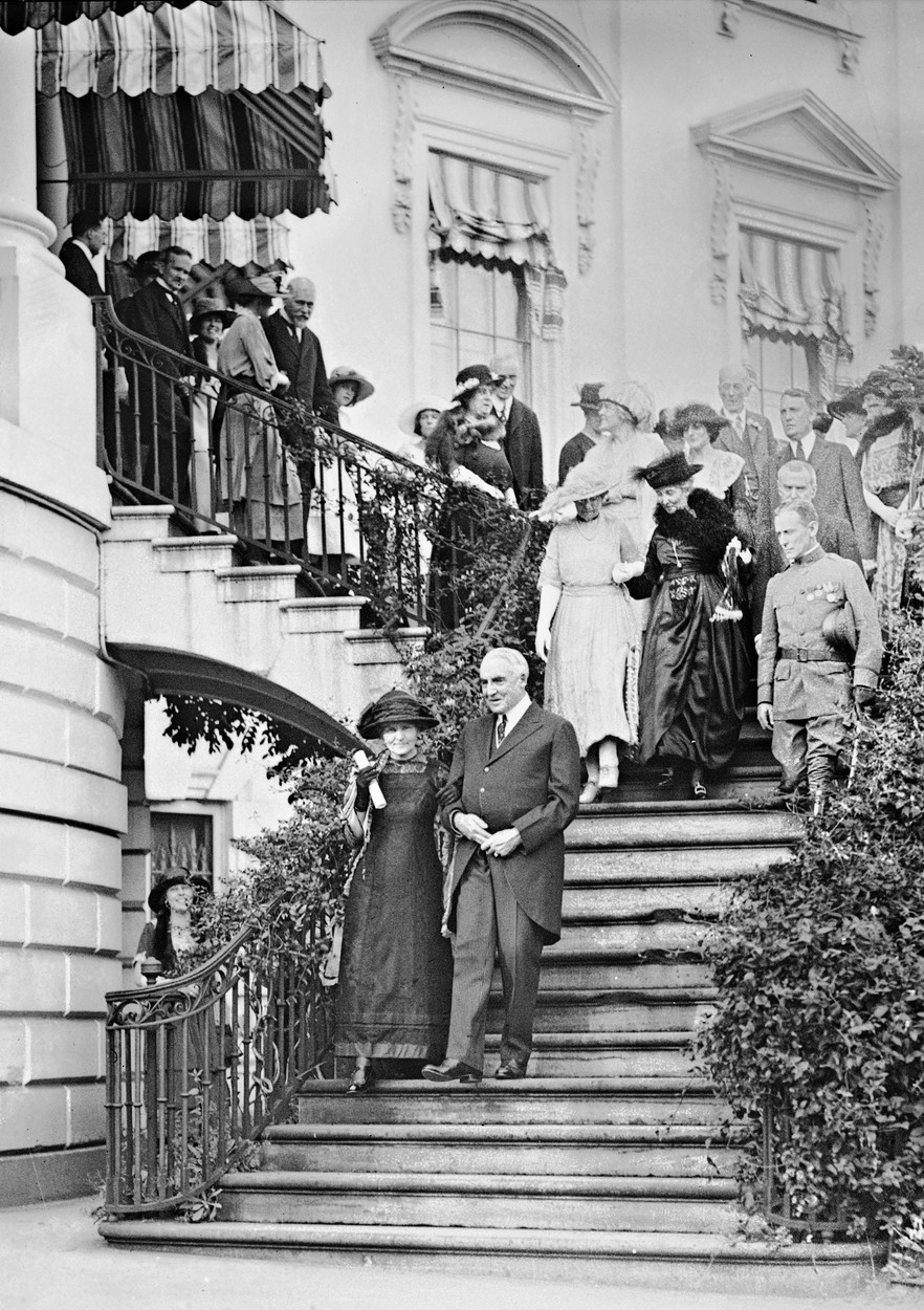 Editorial use only   Marie Curie at the White House. Polish-French physicist and chemist Marie Curie (1867-1934) being escorted down the steps of the White House by US President Warren G. Harding (1865-1923). He had presented her with a certificate for the gift to her of a gram of radium on behalf of the women of America to honour her discovery of this radioactive element. Curie's daughters were present, as well as more than 100 scientists and diplomats from Poland and France. Marie had received the 1911 Nobel Prize in Chemistry for her discovery of polonium and radium. She and her husband Pierre (1859-1906) had shared the 1903 Nobel Prize in Physics for their work on radioactivity. Photographed in Washington DC, USA, on 20 May 1921., Image: 394454110, License: Rights-managed, Restrictions: Editorial use only, Model Release: no, Credit line: LIBRARY OF CONGRESS / Sciencephoto / Profimedia