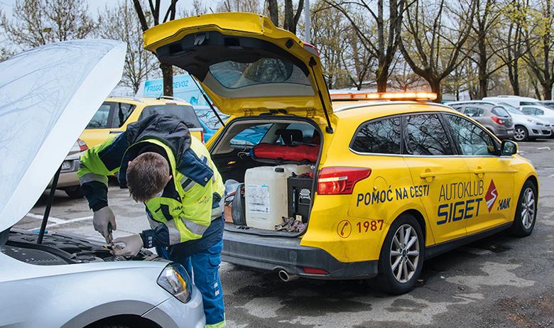 Zagreb, 270320. Reportaza o tome gdje popraviti, oprati i registrirati auto za vrijeme Corona virusa. Auto klub Siget. Foto: Marko Miscevic / Cropix -auto klub-