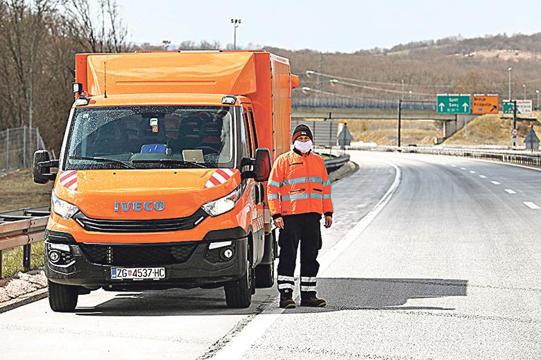 Brinje, 010420. Reportaza sa autoceste A1 Zagreb Split u vrijeme ogranicnog kretanja zbog koronavirusa. Na fotografiji: ophodar autoceste Vladimir Holjevac. Foto: Tomislav Kristo / CROPIX