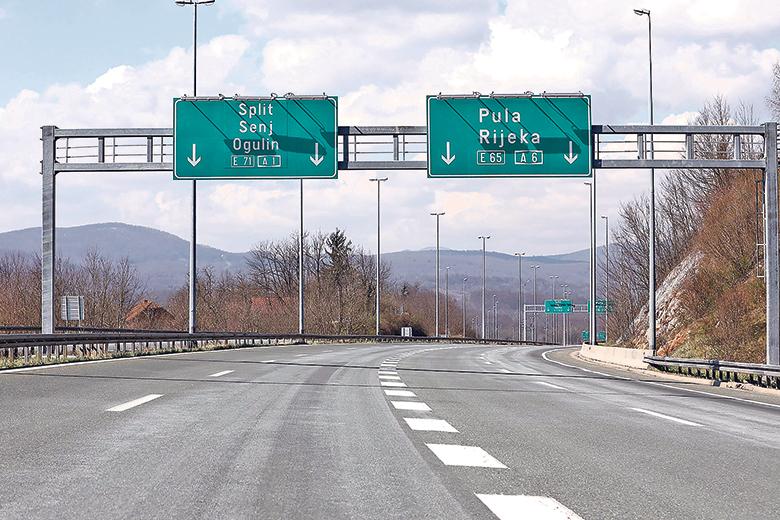 Bosiljevo, 010420. Reportaza sa autoceste A1 Zagreb Split u vrijeme ogranicnog kretanja zbog koronavirusa. Na fotografiji: racvanje autoceste Bosiljevo. Foto: Tomislav Kristo / CROPIX