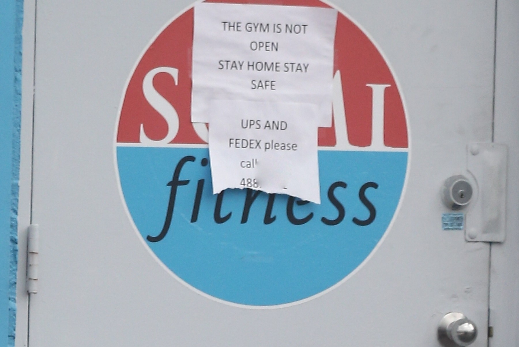Miami, FL  - *EXCLUSIVE*  - Jennifer Lopez and Alex Rodriguez are seen for the first time since the COVID-19 self-quarantine and hit up their local gym.  Jennifer's security wore a mask and made sure to wipe down door handles and any surfaces they may come in contact with.  Interesting though that the gym is clearly closed with a sign posted on the door, which proves both Jennifer and Alex have the star power.  *UK Clients - Pictures Containing Children Please Pixelate Face Prior To Publication*, Image: 511300250, License: Rights-managed, Restrictions: RIGHTS: WORLDWIDE EXCEPT IN UNITED KINGDOM, Model Release: no, Credit line: MiamiPIXX / BACKGRID / Backgrid USA / Profimedia