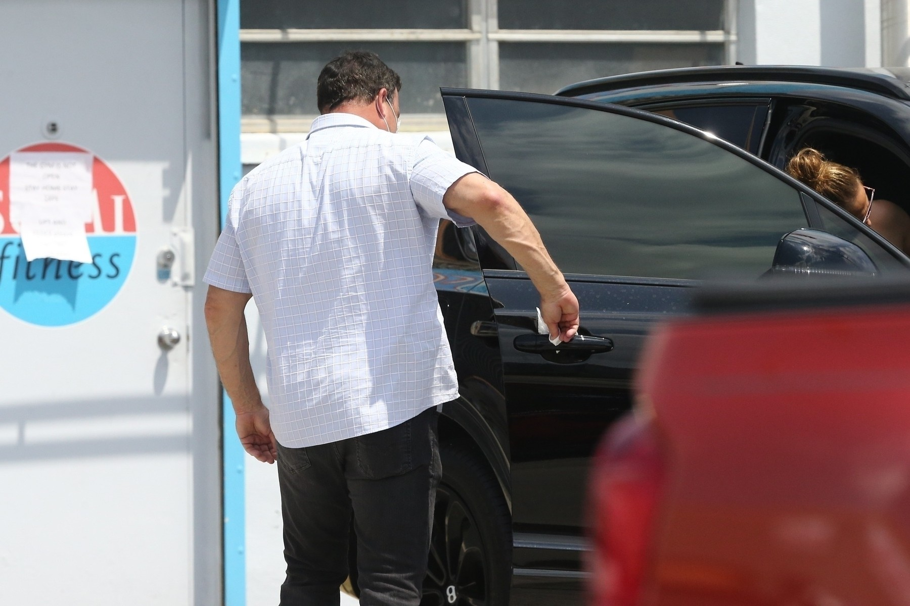 Miami, FL  - *EXCLUSIVE*  - Jennifer Lopez and Alex Rodriguez are seen for the first time since the COVID-19 self-quarantine and hit up their local gym.  Jennifer's security wore a mask and made sure to wipe down door handles and any surfaces they may come in contact with.  Interesting though that the gym is clearly closed with a sign posted on the door, which proves both Jennifer and Alex have the star power.  *UK Clients - Pictures Containing Children Please Pixelate Face Prior To Publication*, Image: 511300229, License: Rights-managed, Restrictions: RIGHTS: WORLDWIDE EXCEPT IN UNITED KINGDOM, Model Release: no, Credit line: MiamiPIXX / BACKGRID / Backgrid USA / Profimedia