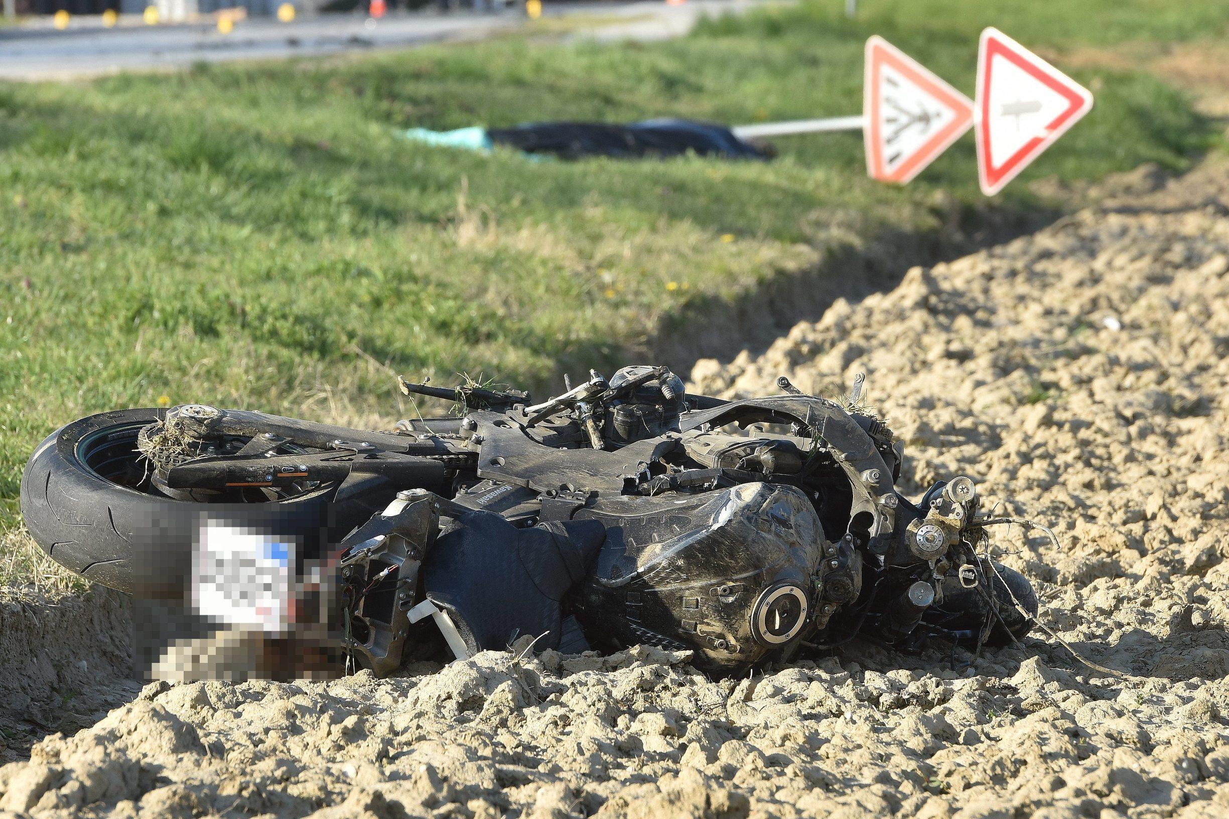 Cakovec, 020420. U prometnoj nesreci smrtno je stradao motociklist. Nesreca se dogodila na ulazu u mjesto Novo selo Rok iz smjera Cakovca, a uzroci ce biti poznati nakon policijskog ocevida. Foto: Zeljko Hajdinjak / CROPIX