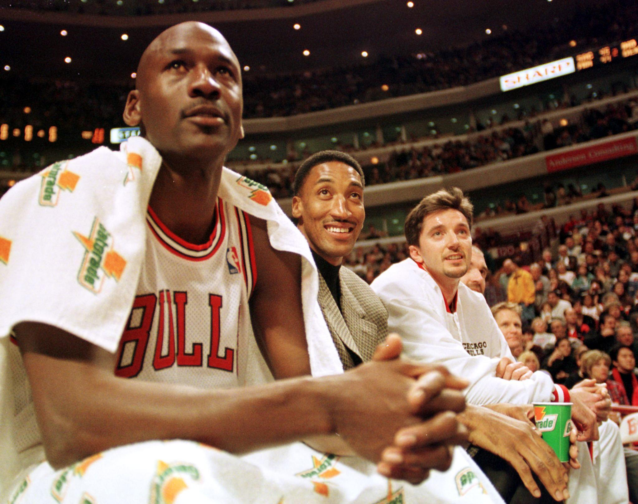 Chicago Bulls guard Michael Jordan (L), injured forward Scottie Pippen (C) and forward Toni Kukoc watch their teammates play against the Milwaukee Bucks during the second quarter 05 December at the United Center, in Chicago, IL.  Pippen has demanded that he be traded to another team following his recovery from foot surgery.  AFP PHOTO/VINCENT LAFORET (Photo by VINCENT LAFORET / AFP)