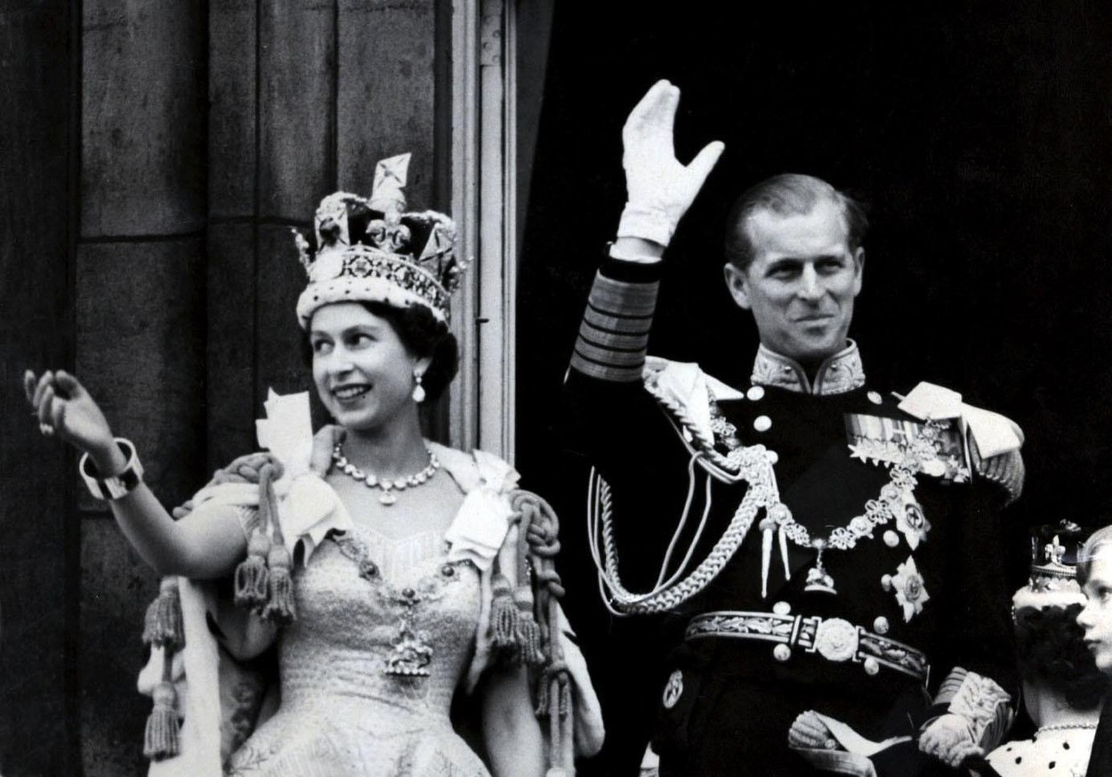 File photo dated 02/06/1953 of Queen Elizabeth II wearing the Imperial State Crown, and the Duke of Edinburgh, in the uniform of Admiral of the Fleet, waving from the balcony of Buckingham Palace after the Queen's Coronation. The Royal couple will celebrate their platinum wedding anniversary on November 20., Image: 355690164, License: Rights-managed, Restrictions: FILE PHOTO, Model Release: no, Credit line: PA Wire / PA Images / Profimedia