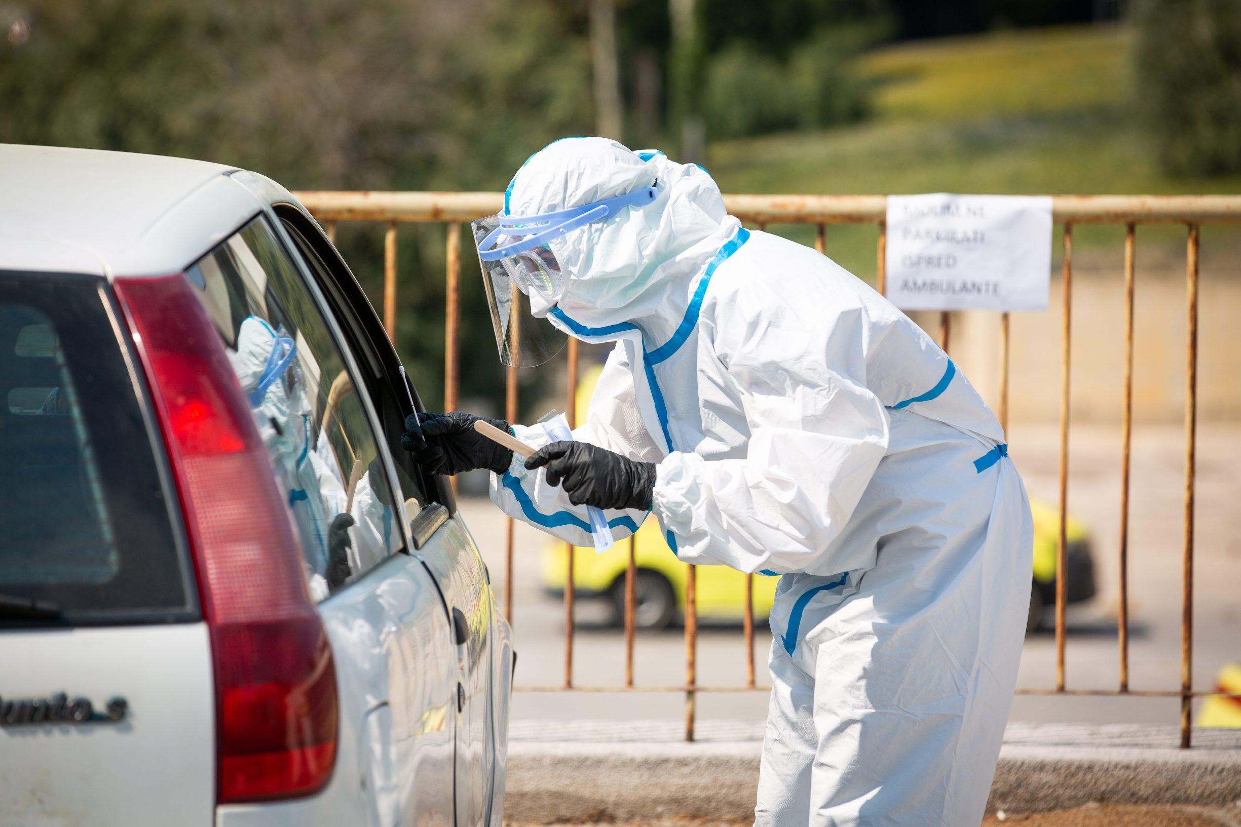 Split, 090420. Drive-in testiranje na COVID-19 u krugu splitske bolnice Krizine Foto : Sasa Buric / CROPIX