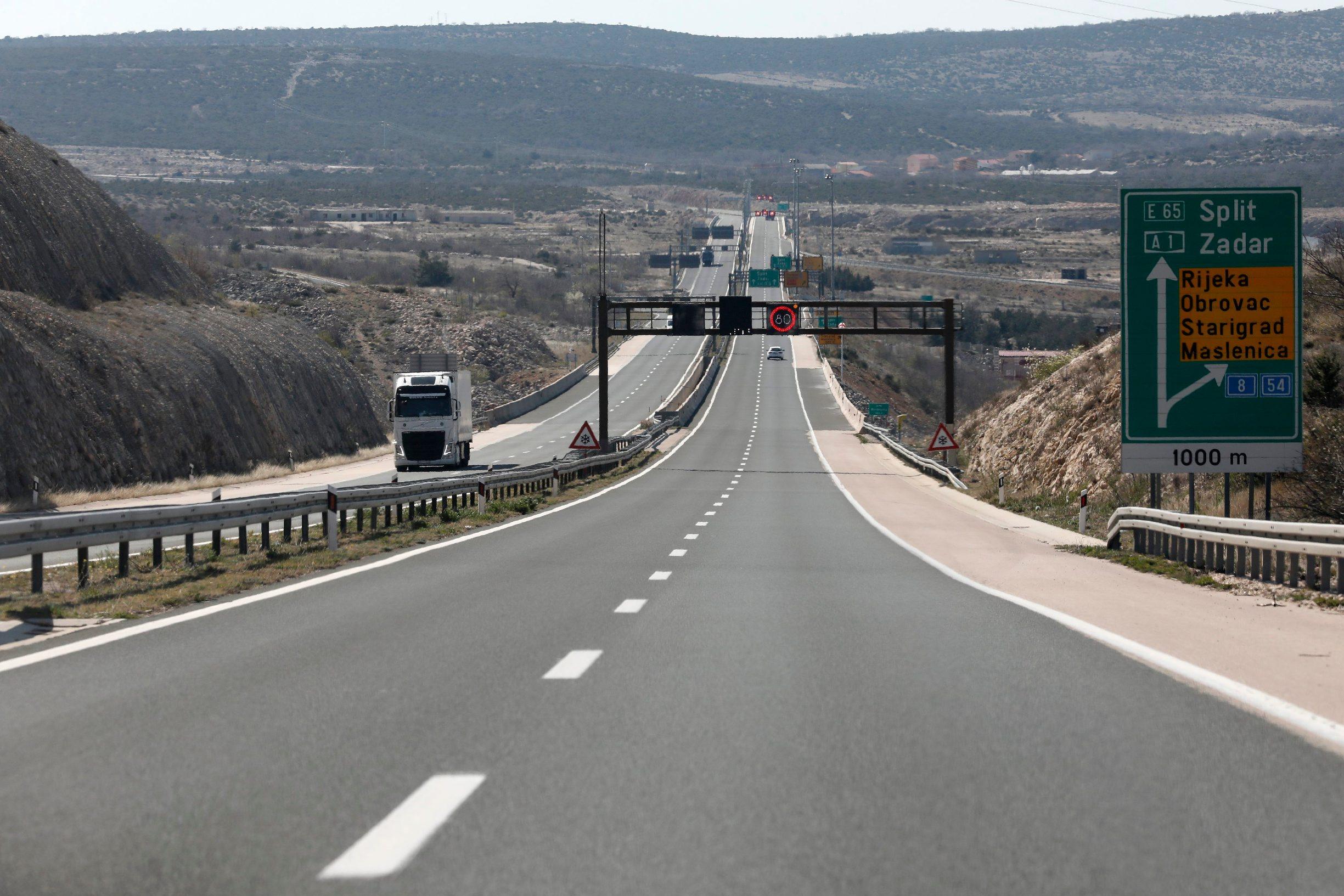 Jasenice, 010420. Reportaza sa autoceste A1 Zagreb Split u vrijeme ogranicnog kretanja zbog koronavirusa. Na fotografiji: Maslenicki most. Foto: Tomislav Kristo / CROPIX