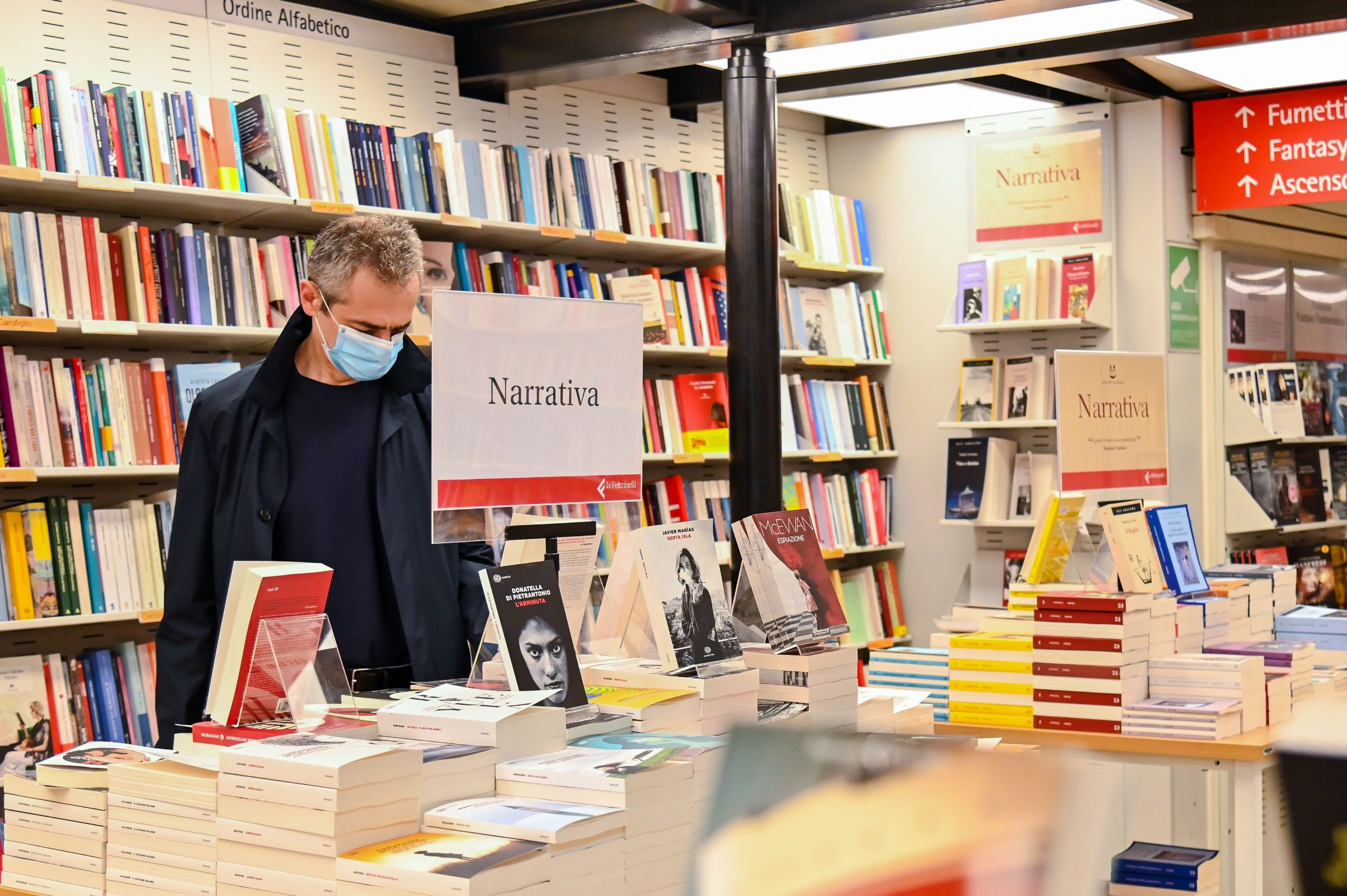 A man shops in a bookstore in Rome on April 20, 2020 after the Italian government decides the re-opening of certain commercial activities amid a lockdown aimed at curbing the spread of the COVID-19 disease caused by the novel coronavirus. (Photo by Andreas SOLARO / AFP)