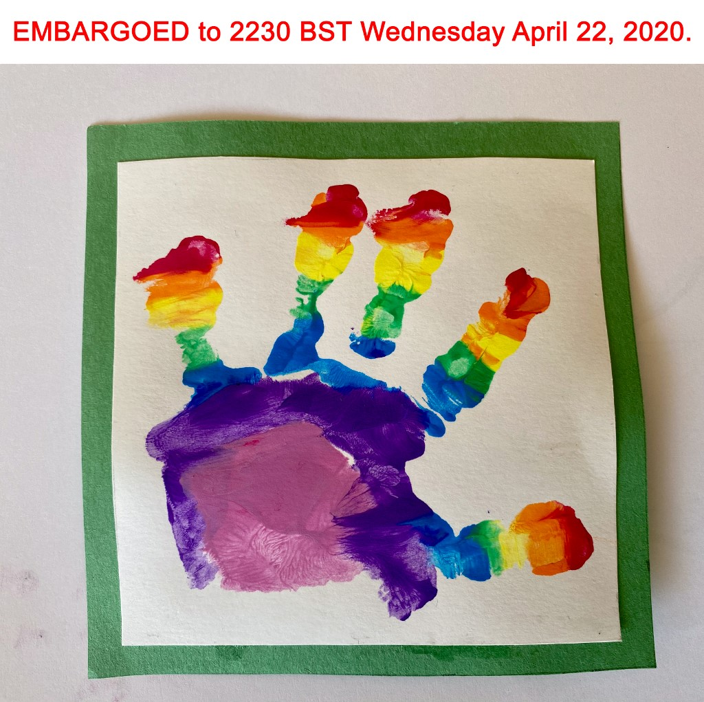 This undated photograph released by Kensington Palace on April 22, 2020, shows a painted handprint done by Britain's Prince Louis of Cambridge, who celebrates his second birthday on April 23, 2020, in a photograph taken by his mother, Britain's Catherine, Duchess of Cambridge. (Photo by The Duchess of Cambridge / KENSINGTON PALACE / AFP) / RESTRICTED TO EDITORIAL USE - MANDATORY CREDIT