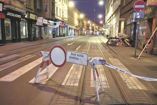 Zagreb, 220420. Ilica. Nocna reportaza o atmosferi u centru grada za vrijeme pandemije virusa. Foto: Goran Mehkek / CROPIX