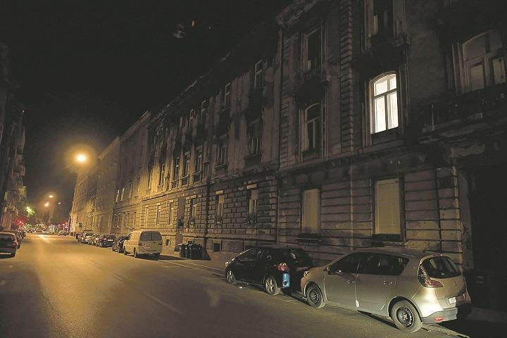 Zagreb, 220420. Djordjiceva ulica. Nocna reportaza o atmosferi u centru grada za vrijeme pandemije virusa. Foto: Goran Mehkek / CROPIX