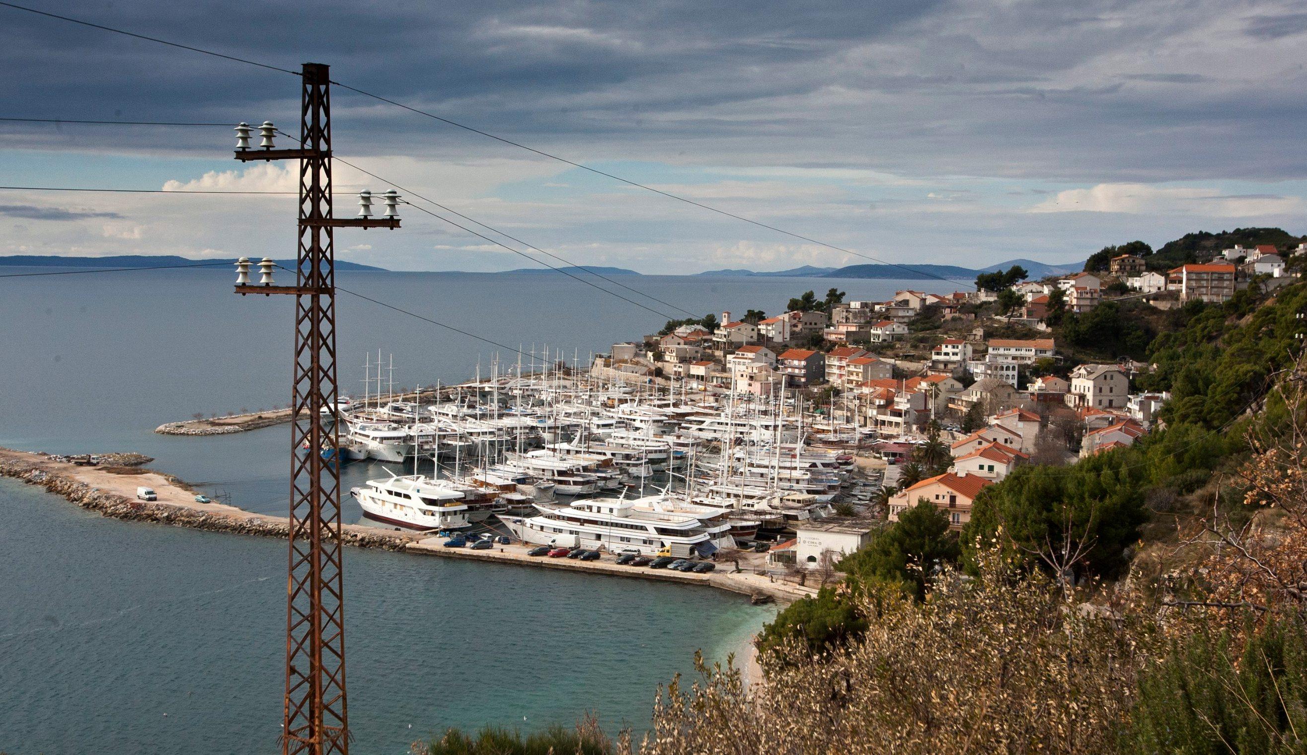 Split, 210115 Vlasnici brodova u Krilu Jesenice bune se zbog naplate vezova u luci od strane Zupanijske lucke uprave. Foto: Jakov Prkic / CROPIX