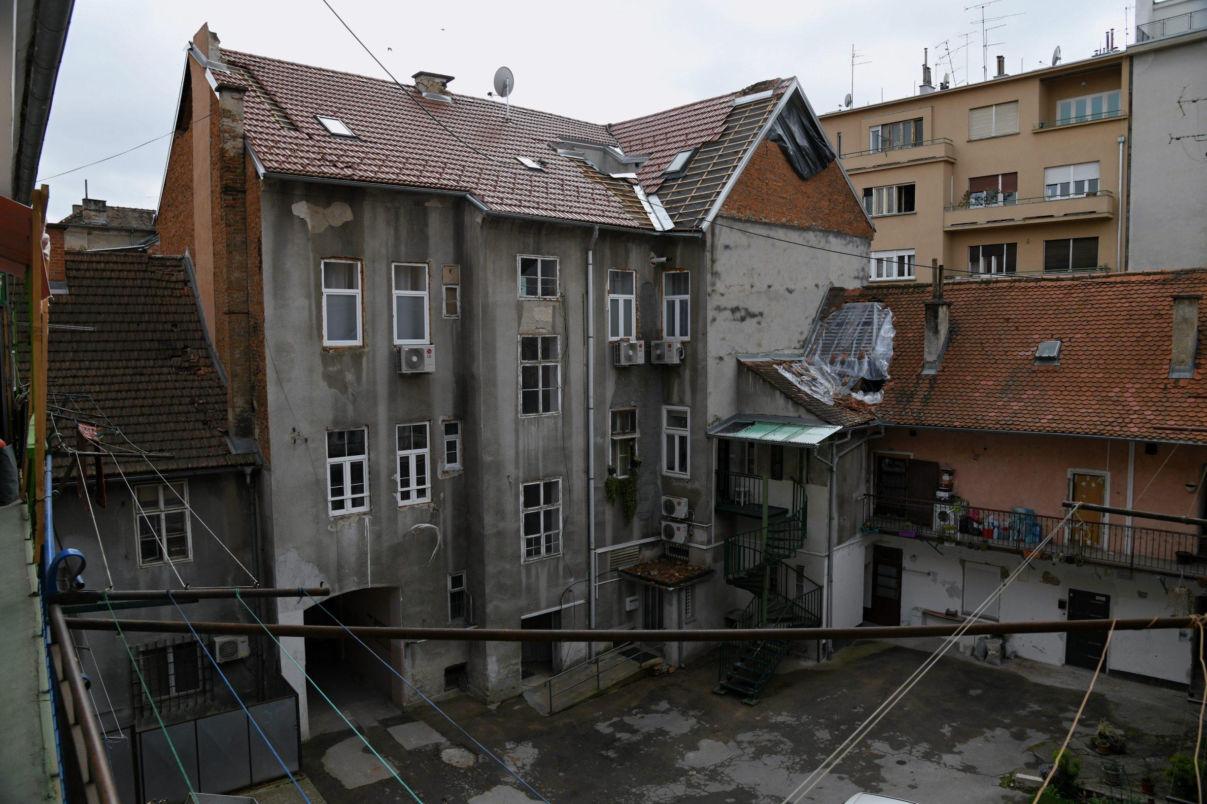 Zagreb, 140420 Ilica 138. Posljedice potresa na zgradi koja se nalazi na krizanju ilice i Bosanske. Foto: Srdjan Vrancic / CROPIX