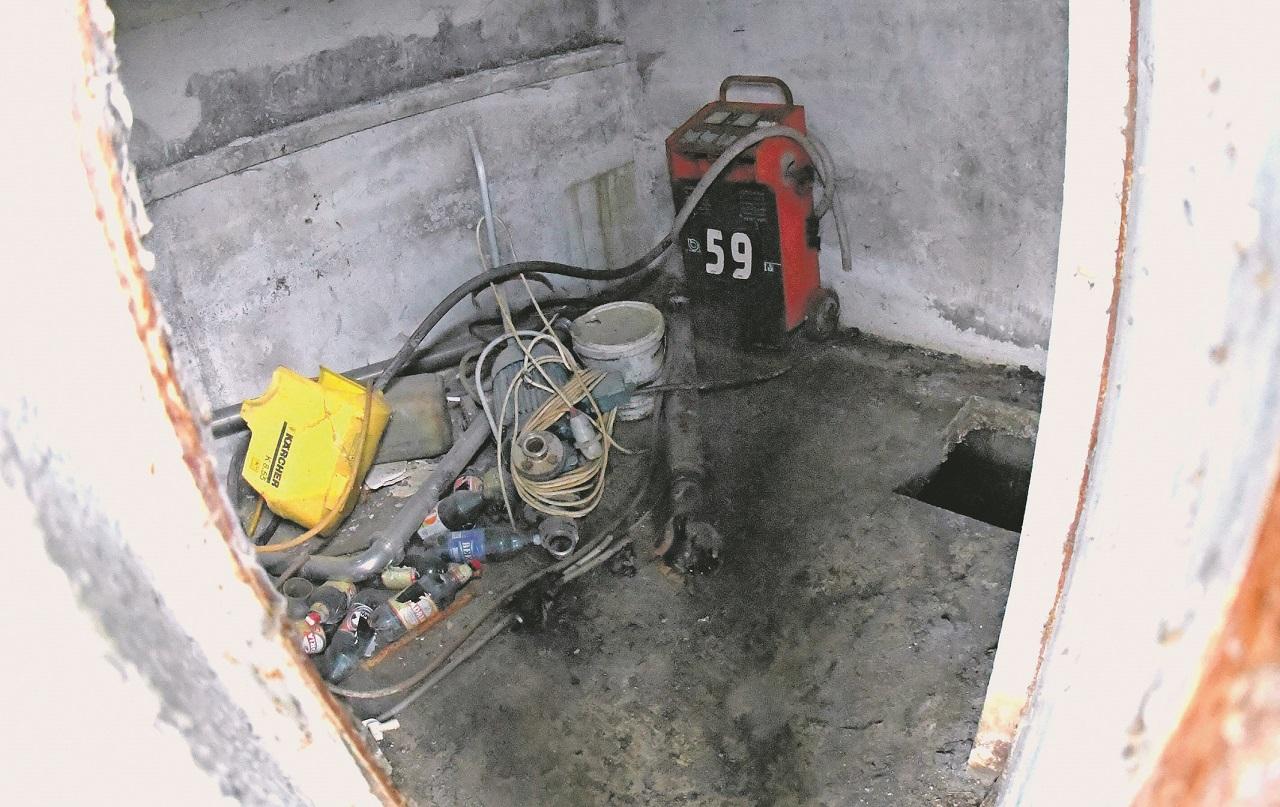 Zagreb, 280420  Dubravica kod Zapresica, Pologi. Septicka jama u kojoj je pronadjeno tijelo Viktora Jajcanina. Foto: Srdjan Vrancic / CROPIX