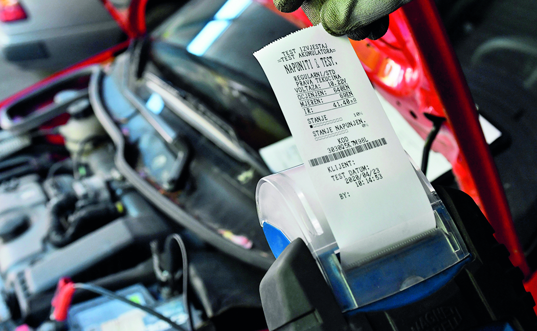 --Autoklub- Zagreb, 230420. AMK Siget. Prica o odrzavanju akumulatora. Na fotografiji: test akumulatora. Foto: Ronald Gorsic / CROPIX