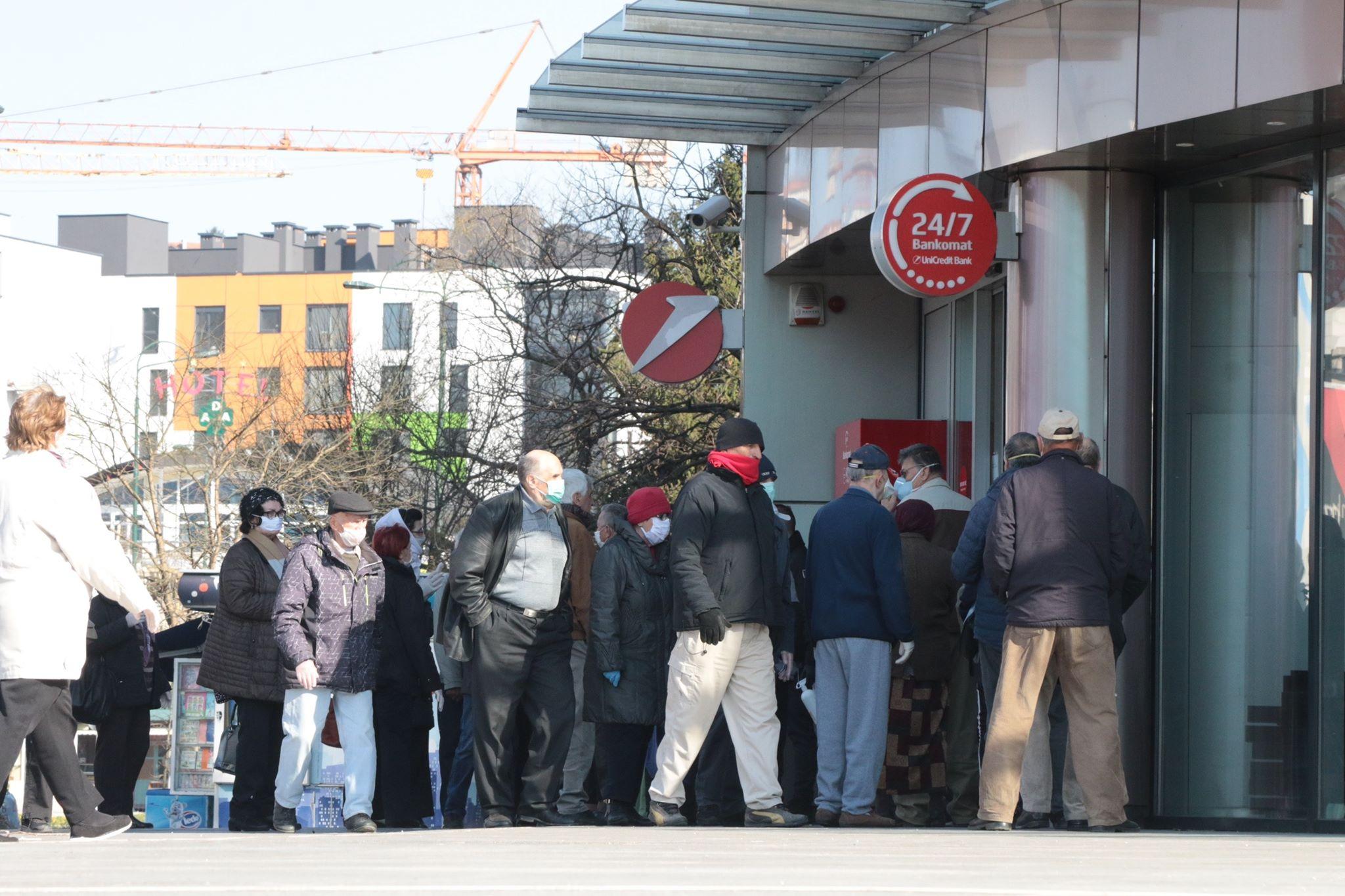 Redovi pred bankama u Bosni i Hercegovini
