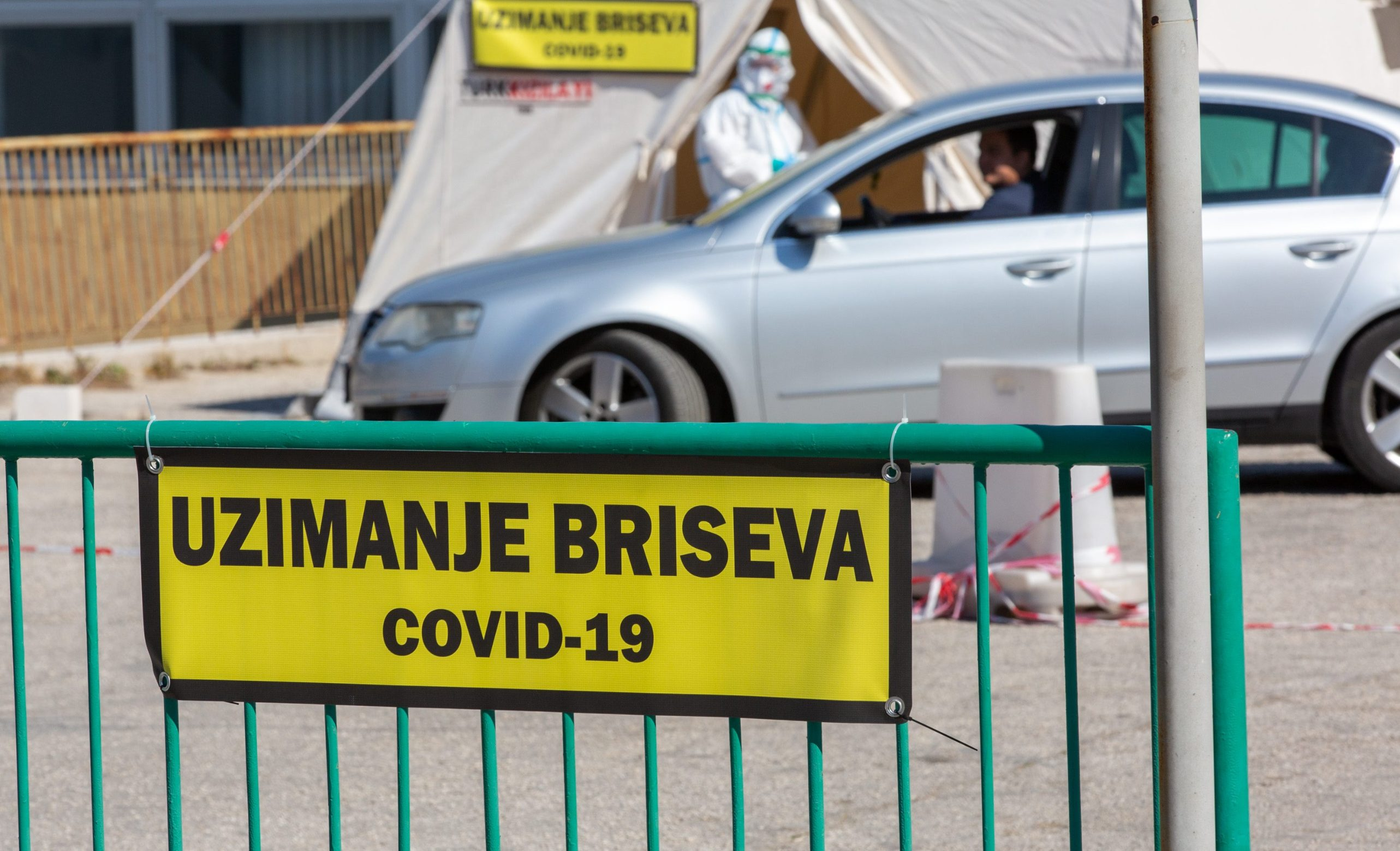 Split: Uzimanje briseva na koronavirus iz automobila organizirano je na istočnom ulazu bolnice Križine