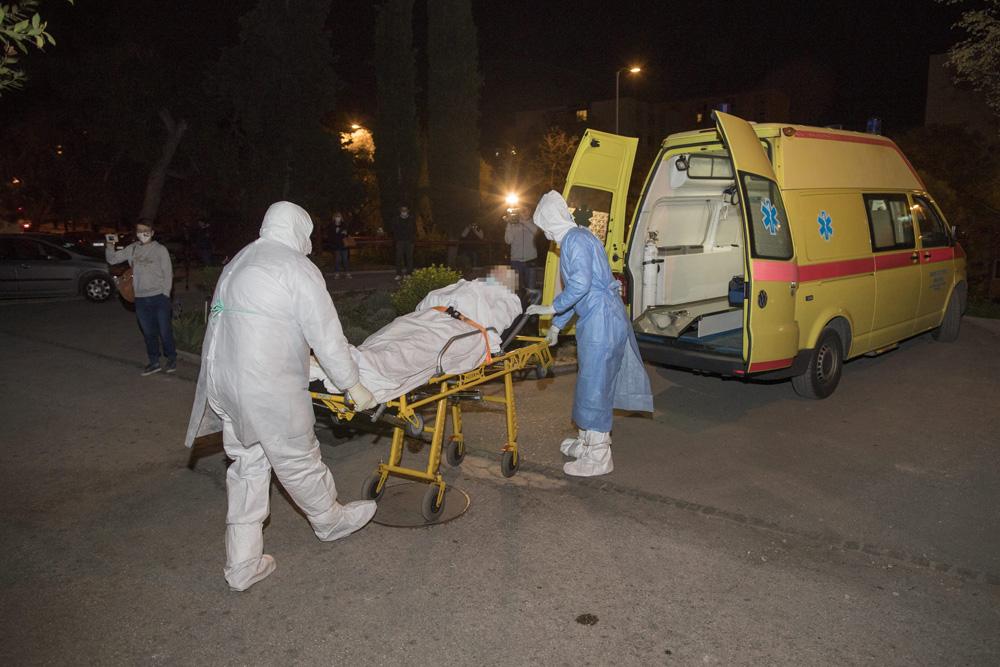 Split, 070420.  Deset osoba pozitivno je na koronavirus u Domu za starije i nemocne u Vukovarskoj ulici. Zbog pojave koronavirusa u tijeku je evakuacija sticenika. Foto: Vladimir Dugandzic / CROPIX