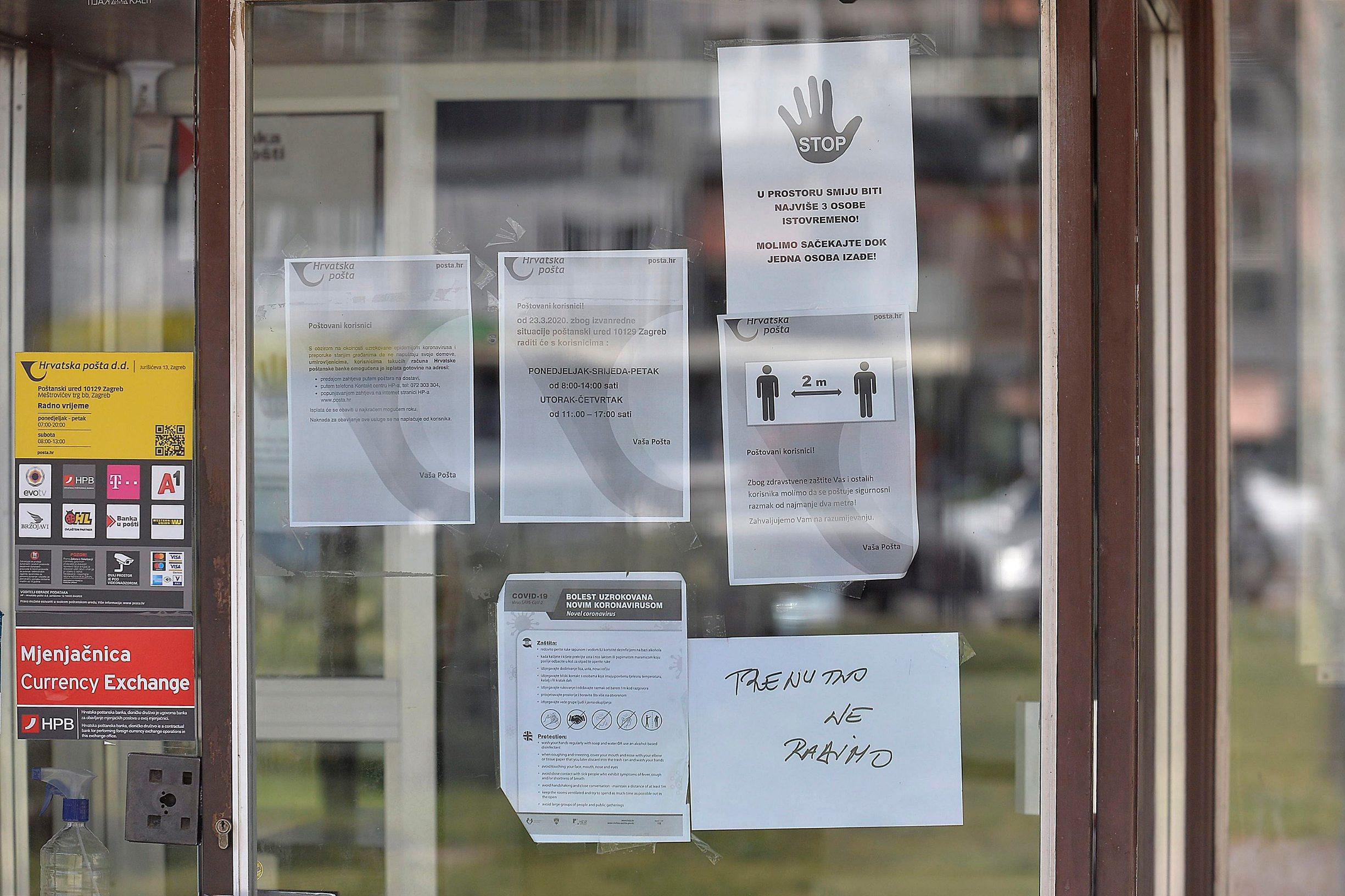Zagreb, 080420. Zaprudje. Zatvore postanski ured u Zaprudju zbog zene koja je zarazena korona virusom izasla iz samoizolacije i usetala u postu. Foto: Damir Krajac / CROPIX