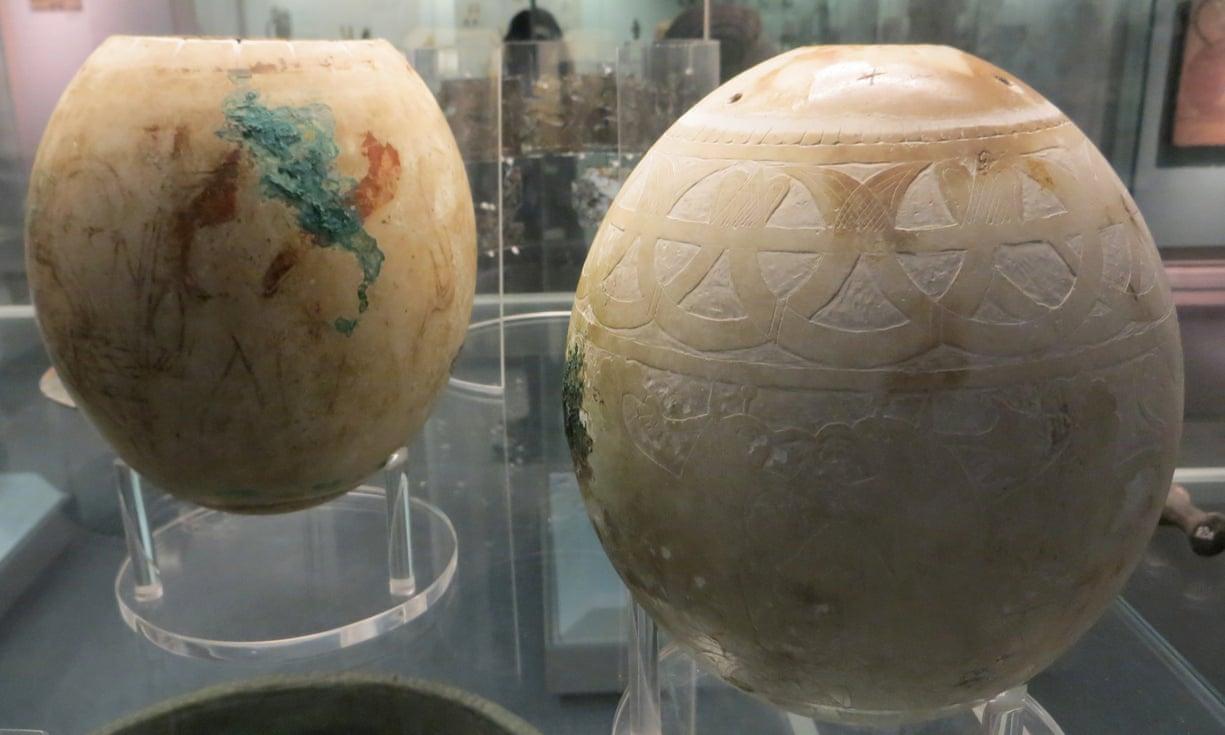 Dva jaja iz kolekcije Britanskog muzeja koja su pronađena u Italiji i koja su proučavali znanstvenici