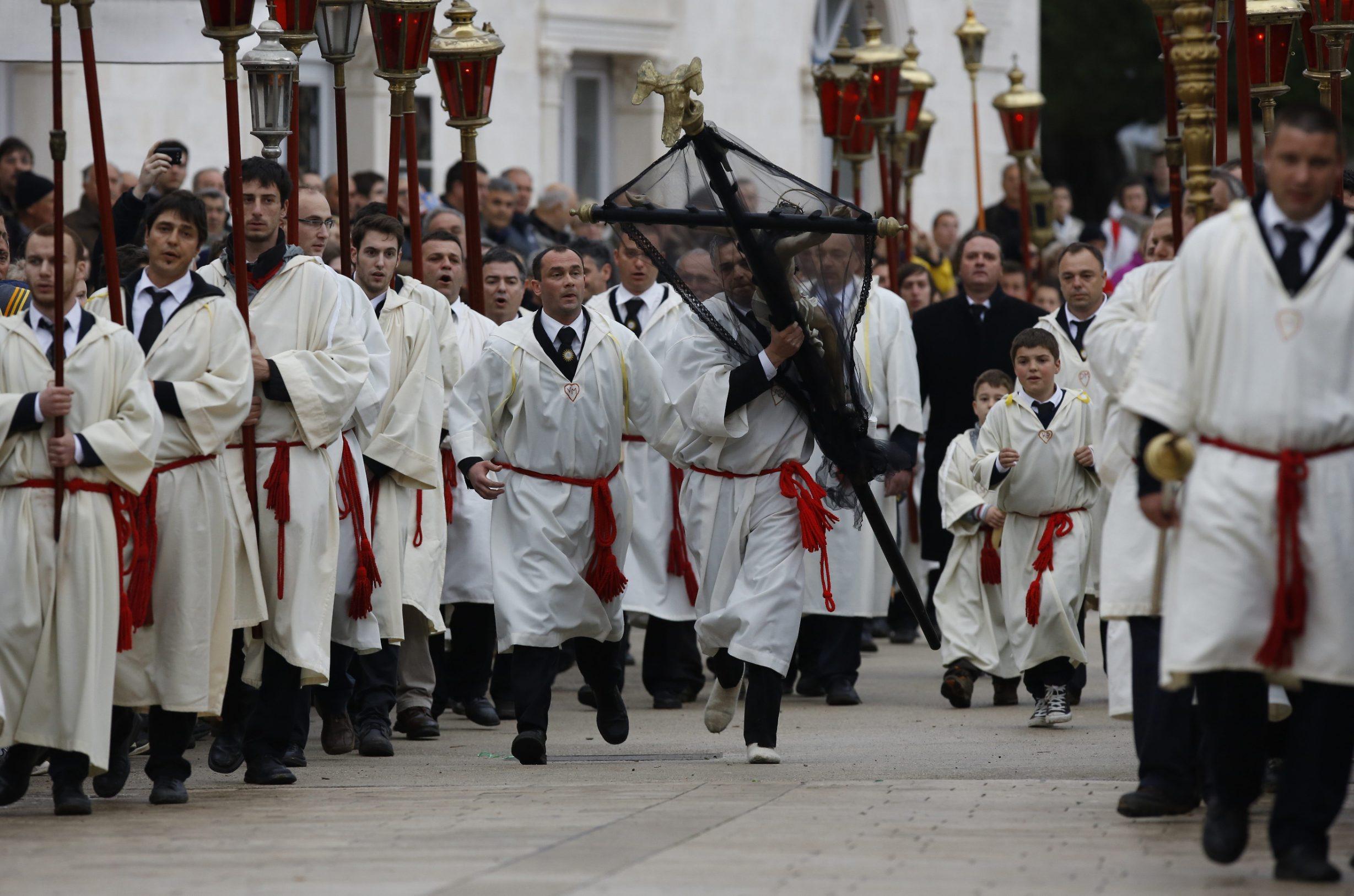 Tradicionalna procesija 'Za križen' prije 7 godina
